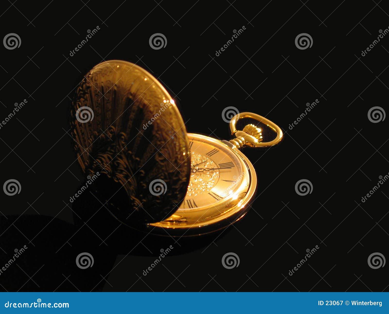Relógio de bolso dourado