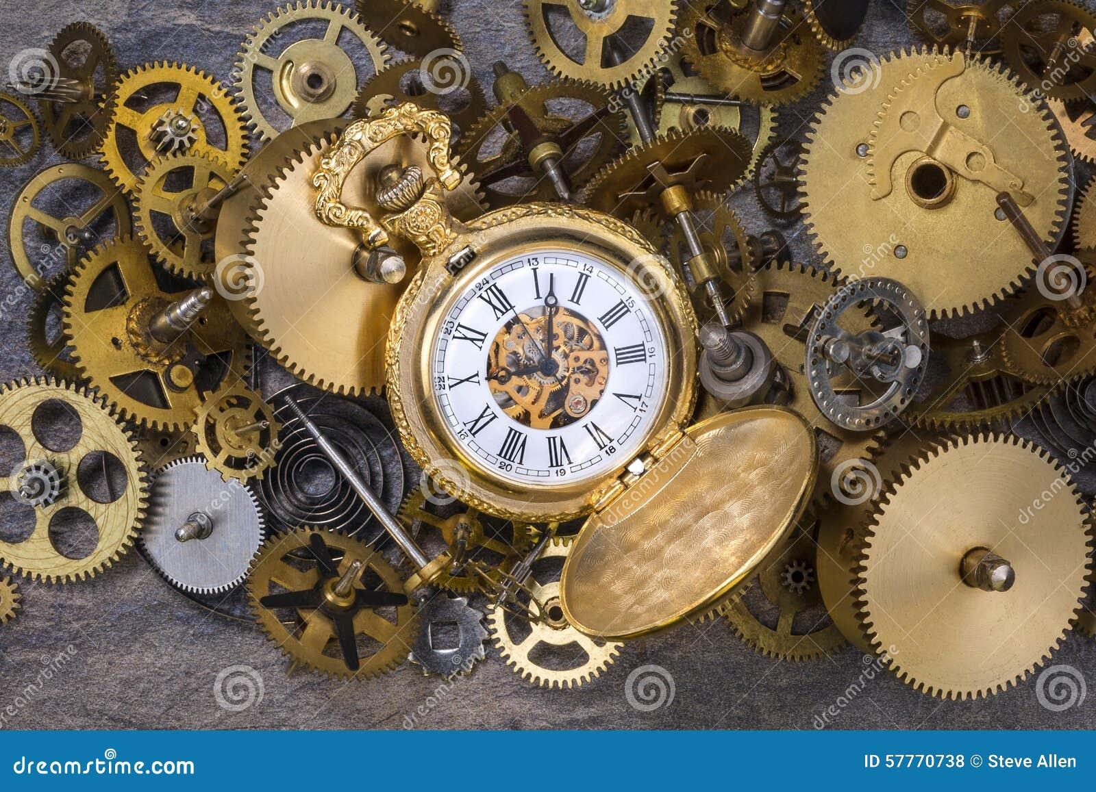 Relógio de bolso e peças velhas do pulso de disparo - rodas denteadas, engrenagens, rodas