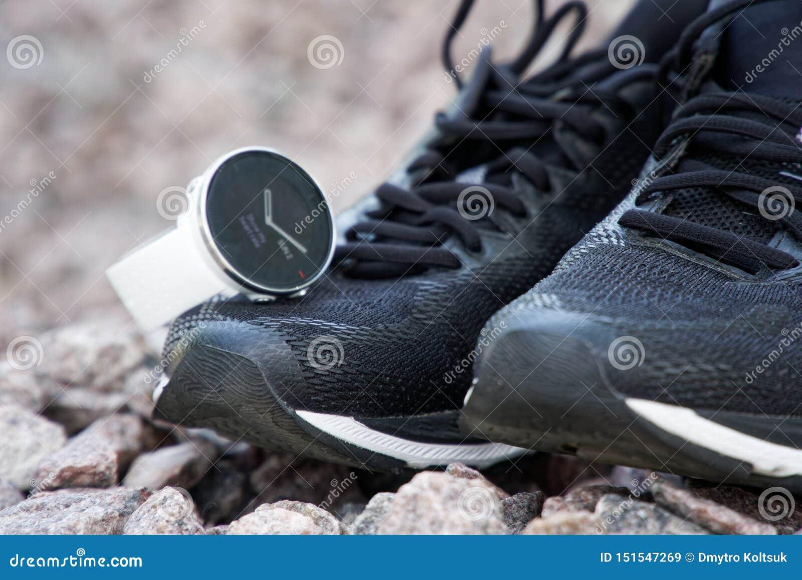 Relógio do esporte para o crossfit e triathlon nos tênis de corrida Relógio esperto para o treinamento diário de seguimento da at