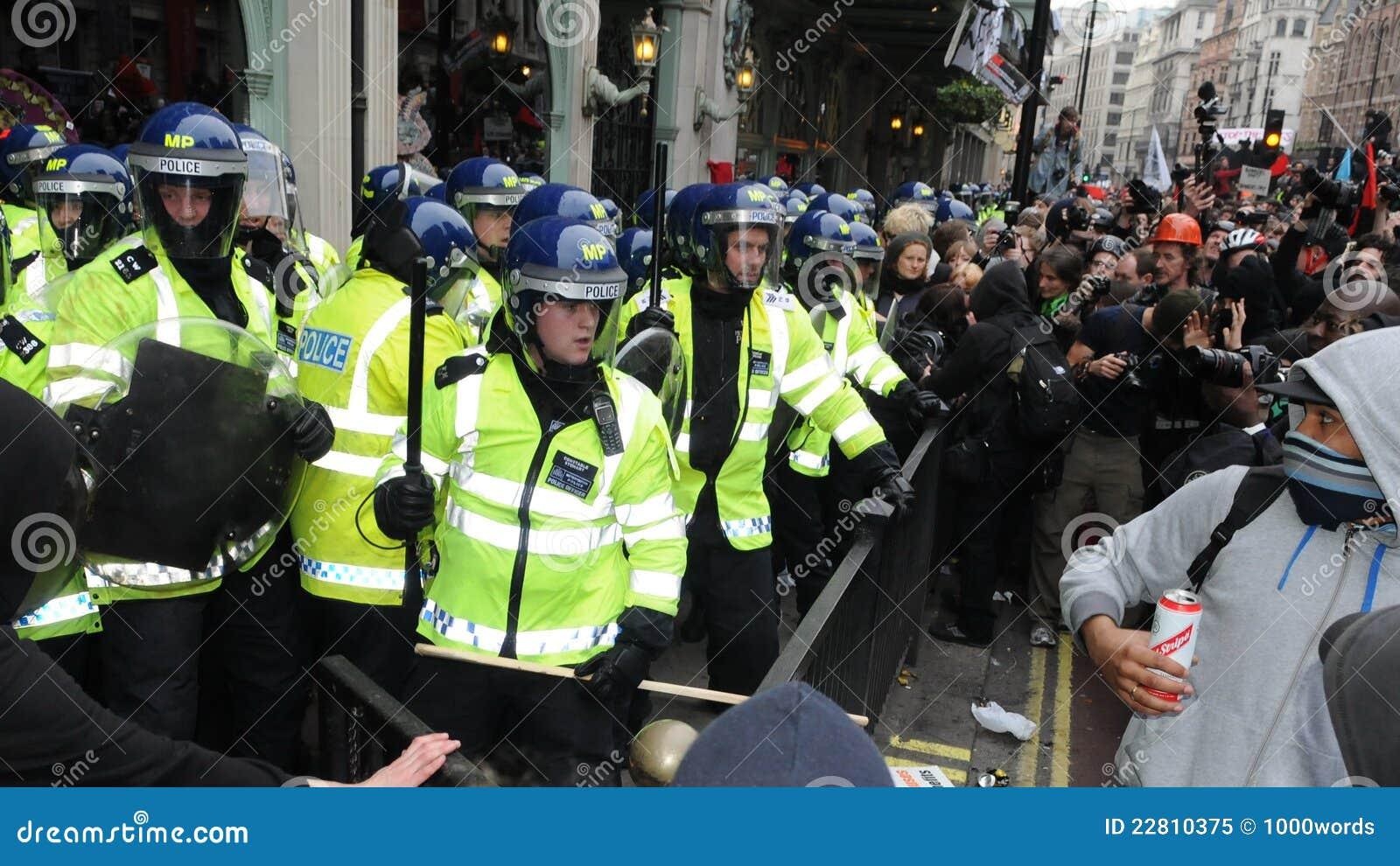 Rel in Centraal Londen tijdens het Protest van de Strengheid