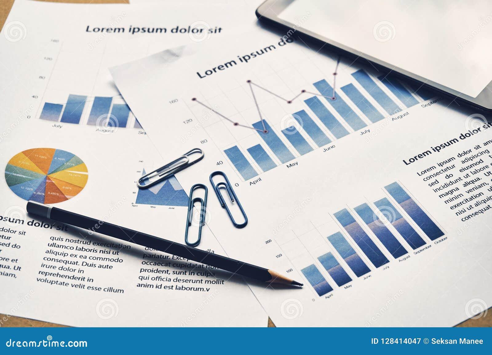 Relatório da análise do gráfico de negócio Repor financeiro do manequim das estatísticas