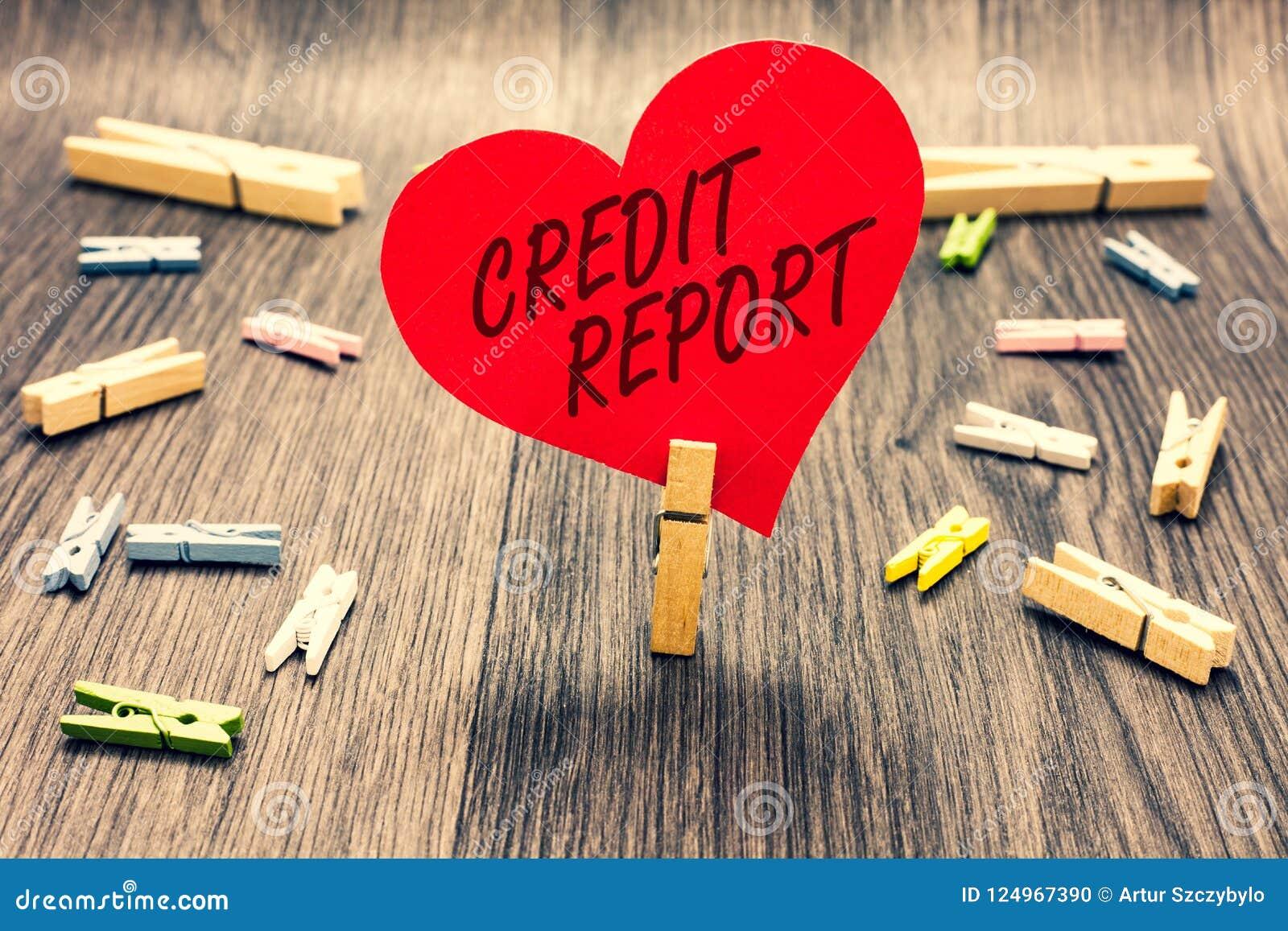 Relatório de crédito do texto da escrita da palavra O conceito do negócio para pedir a folha de batida Bill e o pregador de roupa