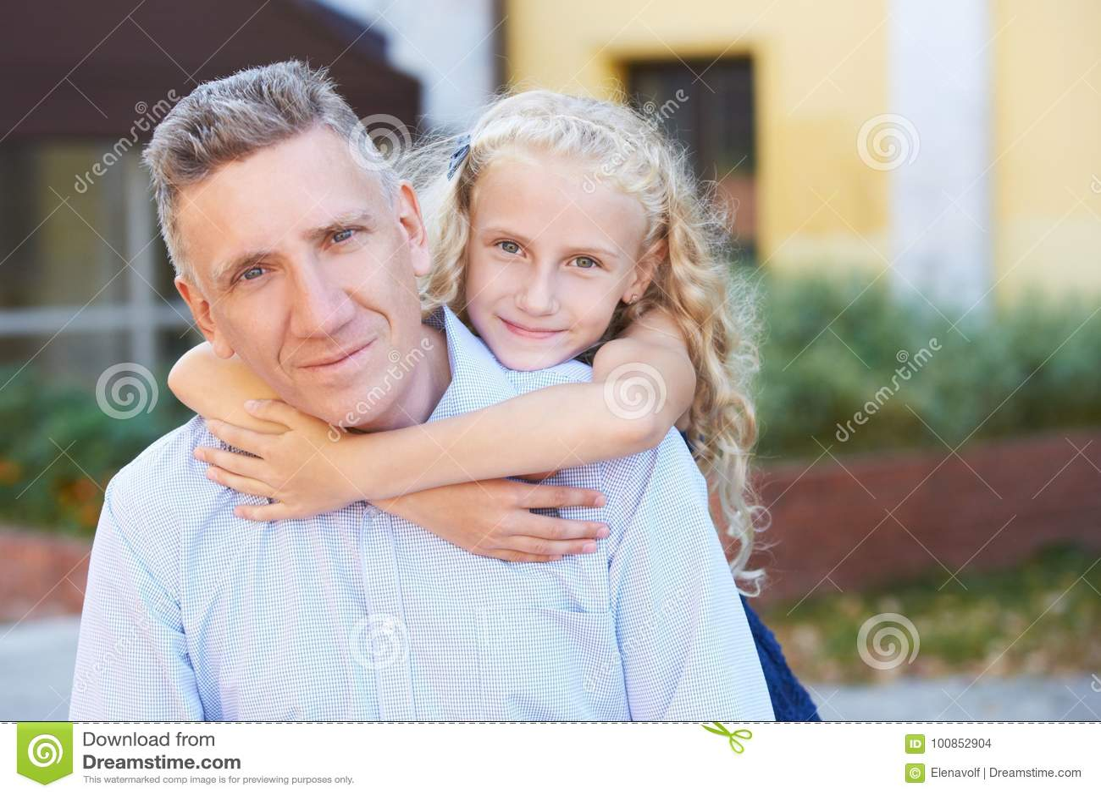 Relaties papa dochter hitte Familie Liefde Verzacht Greep