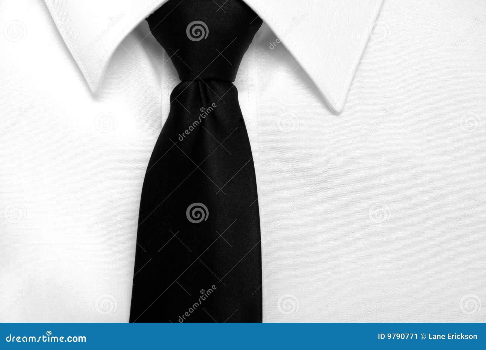Relation étroite noire de chemise de robe