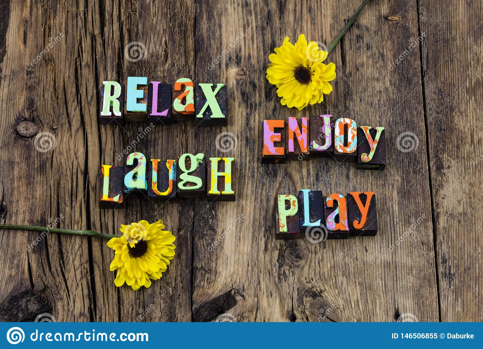 Relax genießen glücklichen Spaß der Lachenspielliveliebe