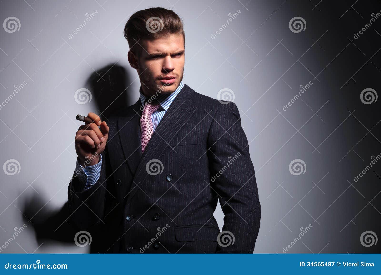 gei-v-delovom-kostyume