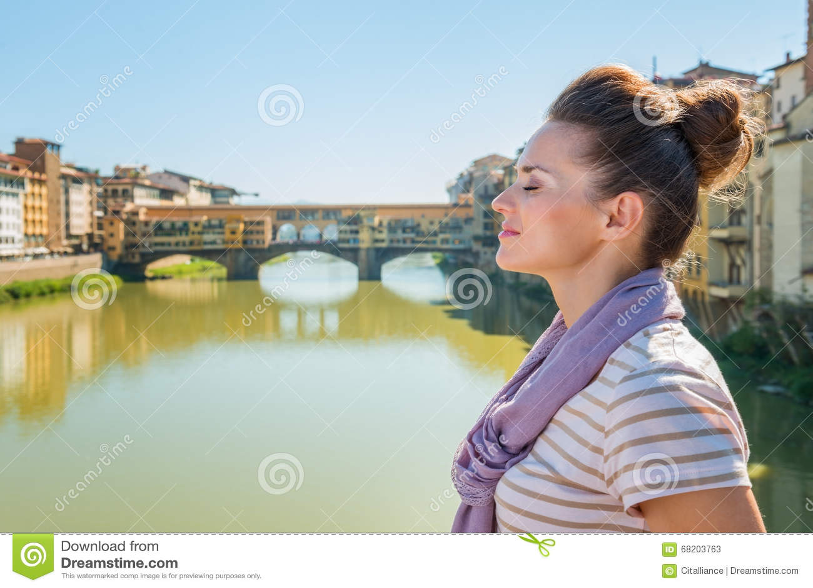 Relaxed tourist on bridge overlooking Ponte Vecchio, Florence