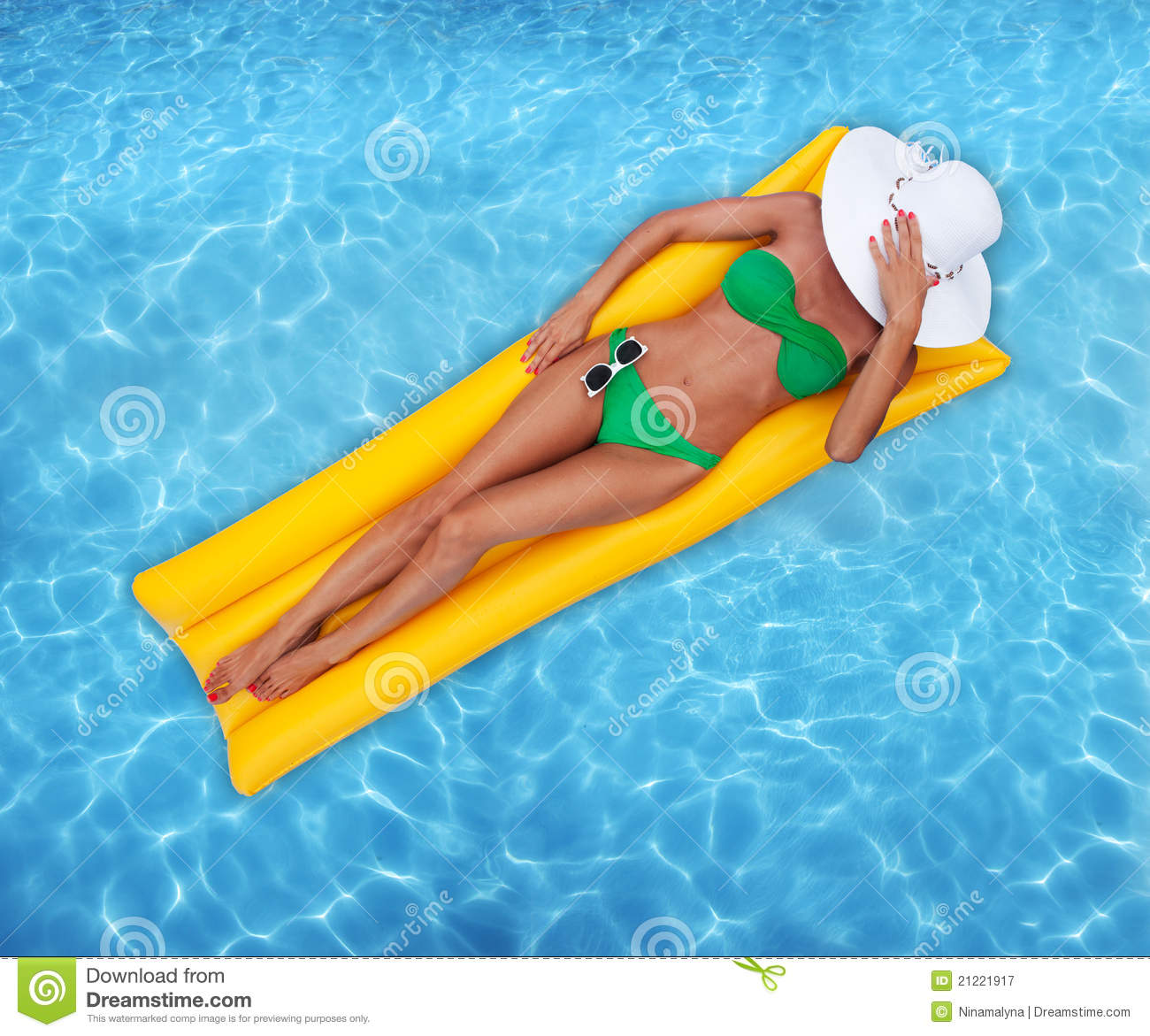 Woman With Beautiful Body In Bikini At Beach Stock Image: Relaxing In A Pool Stock Image. Image Of Swimsuit, Glasses
