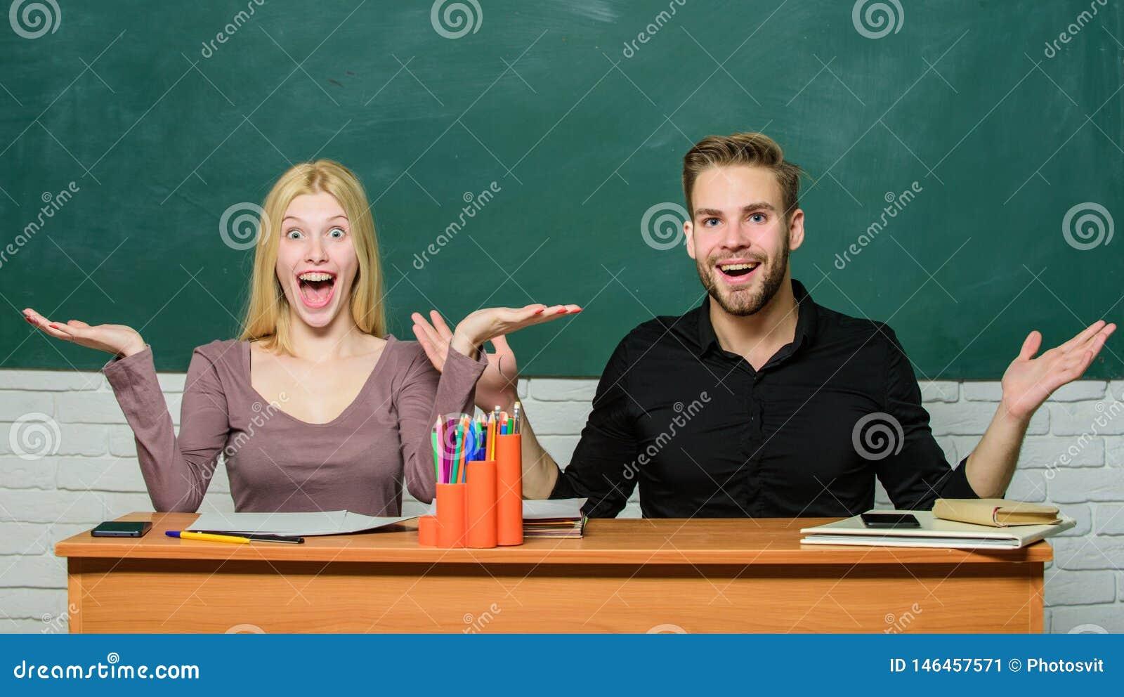 Relazioni con i compagni di classe Gli studenti comunicano il fondo della lavagna dell aula Concetto di formazione Comunicazione