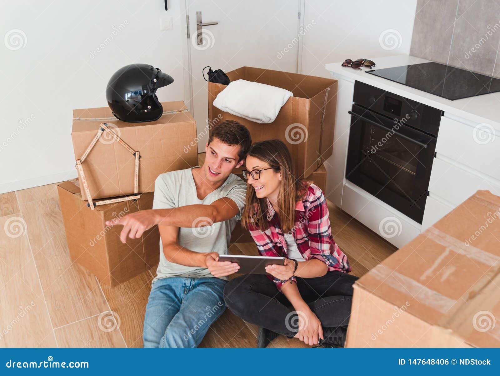 Relocalizaci?n de los muebles del planeamiento de los pares