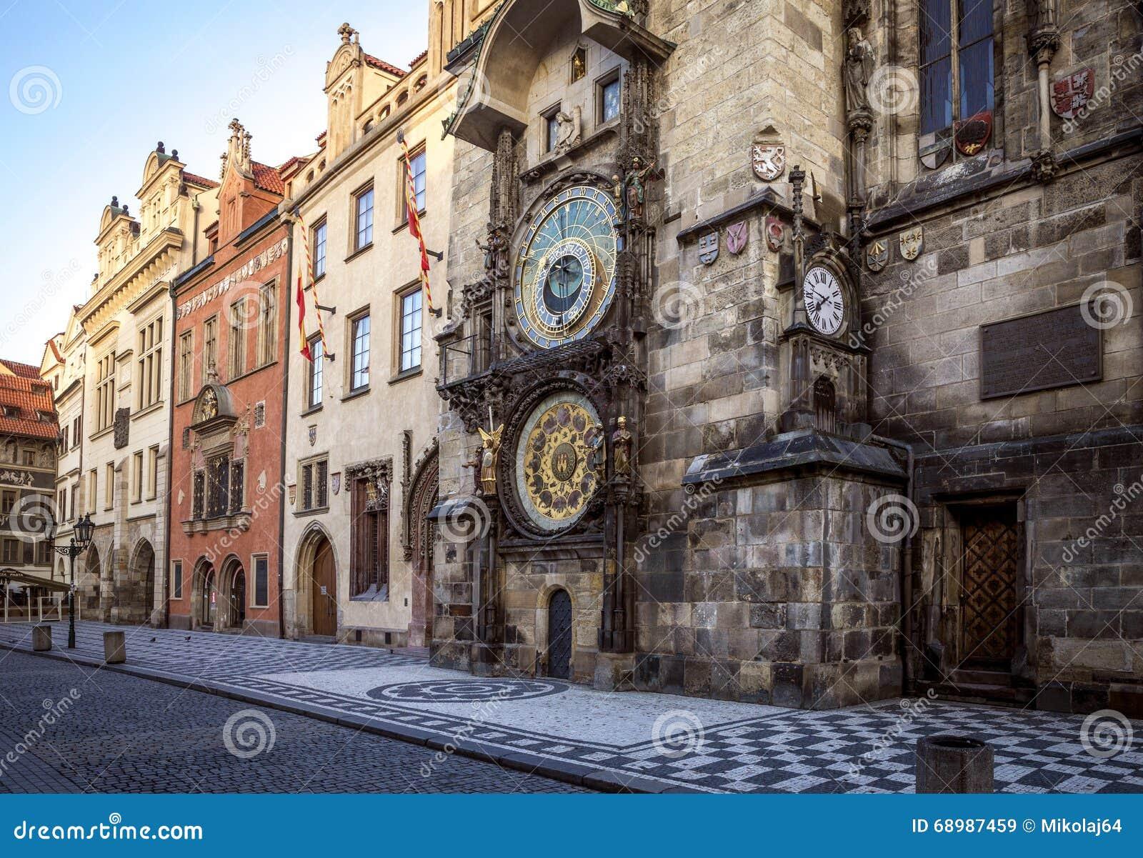 Reloj astronómico en el centro de ciudad de Praga, República Checa