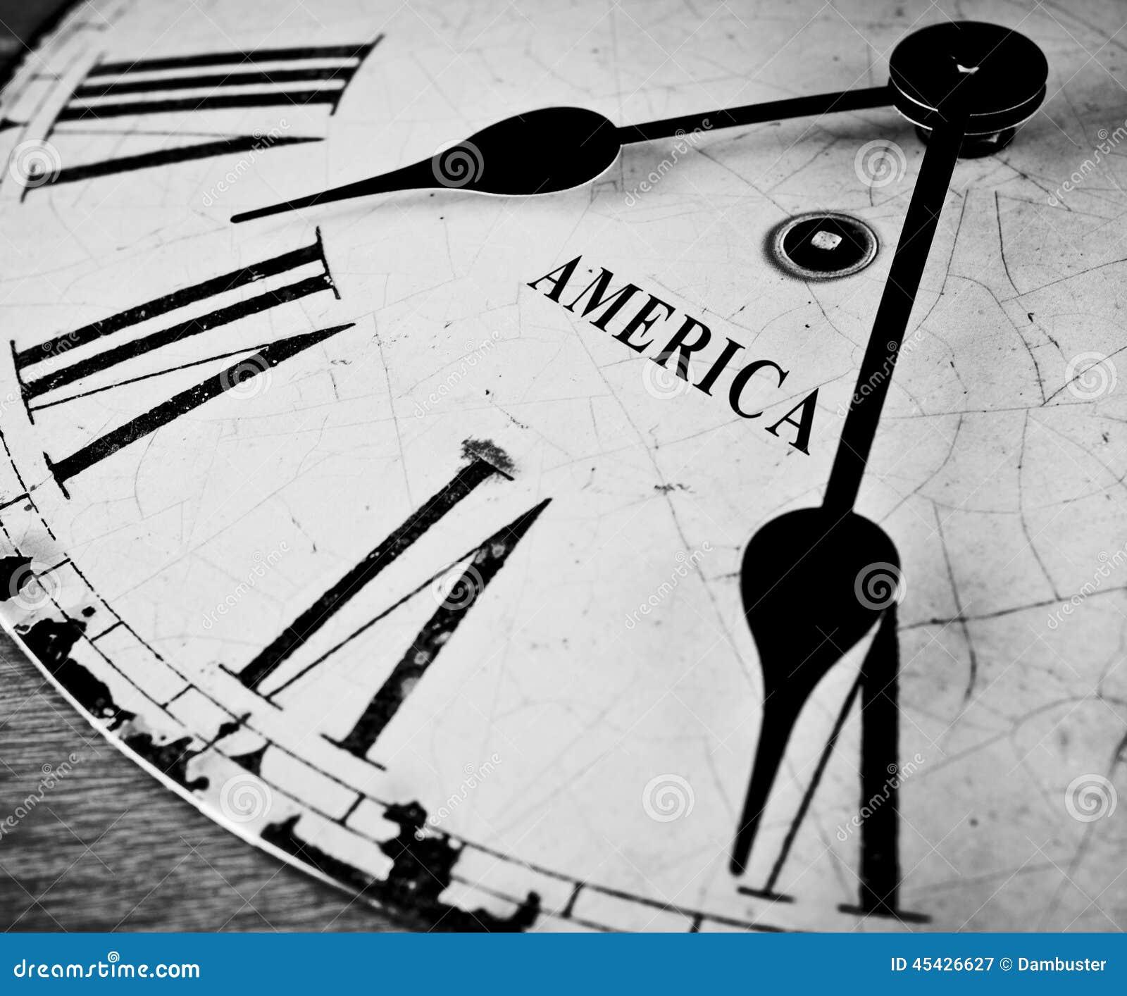 Reloj blanco y negro americano