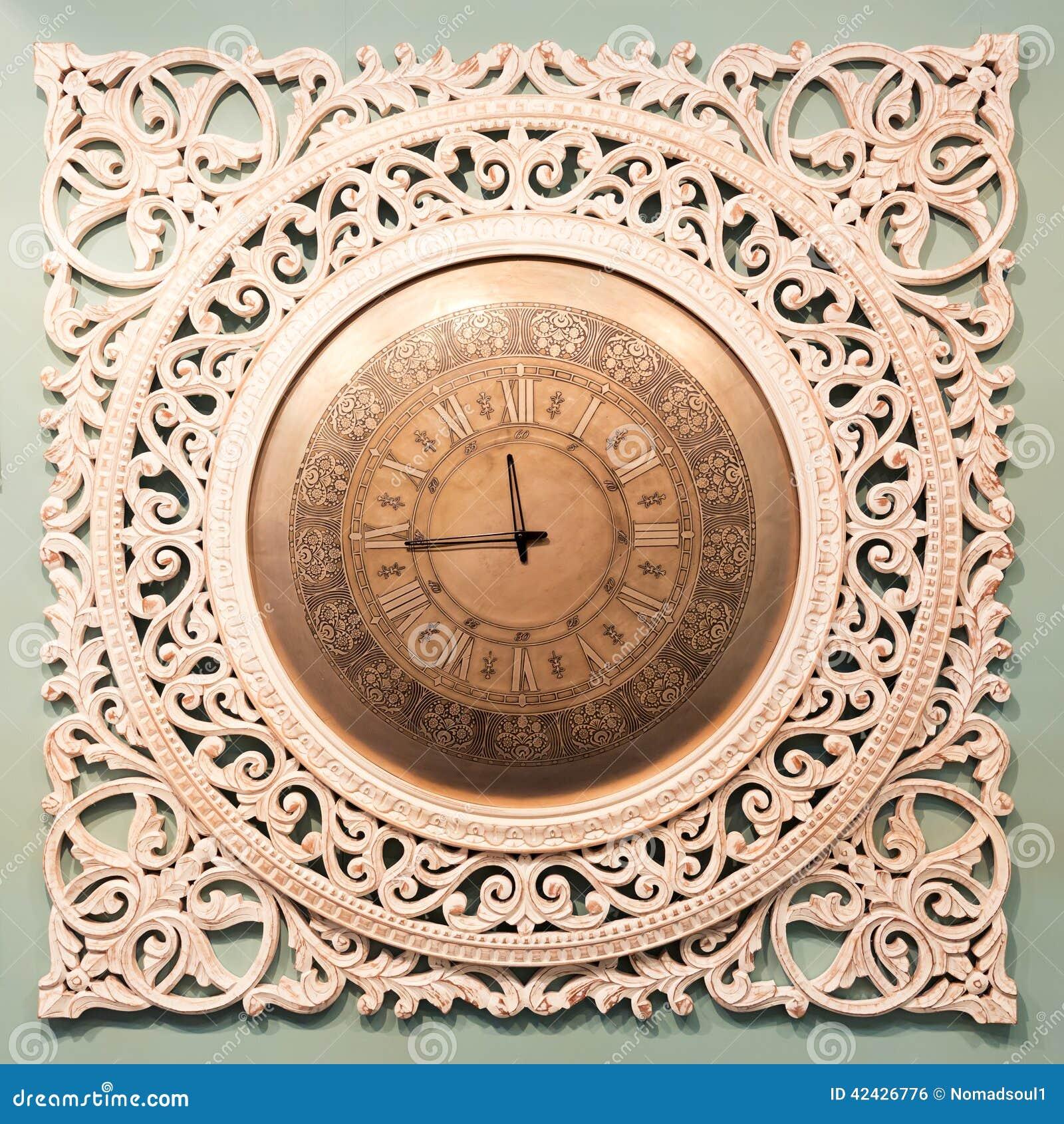 Reloj clásico con el indicador móvil