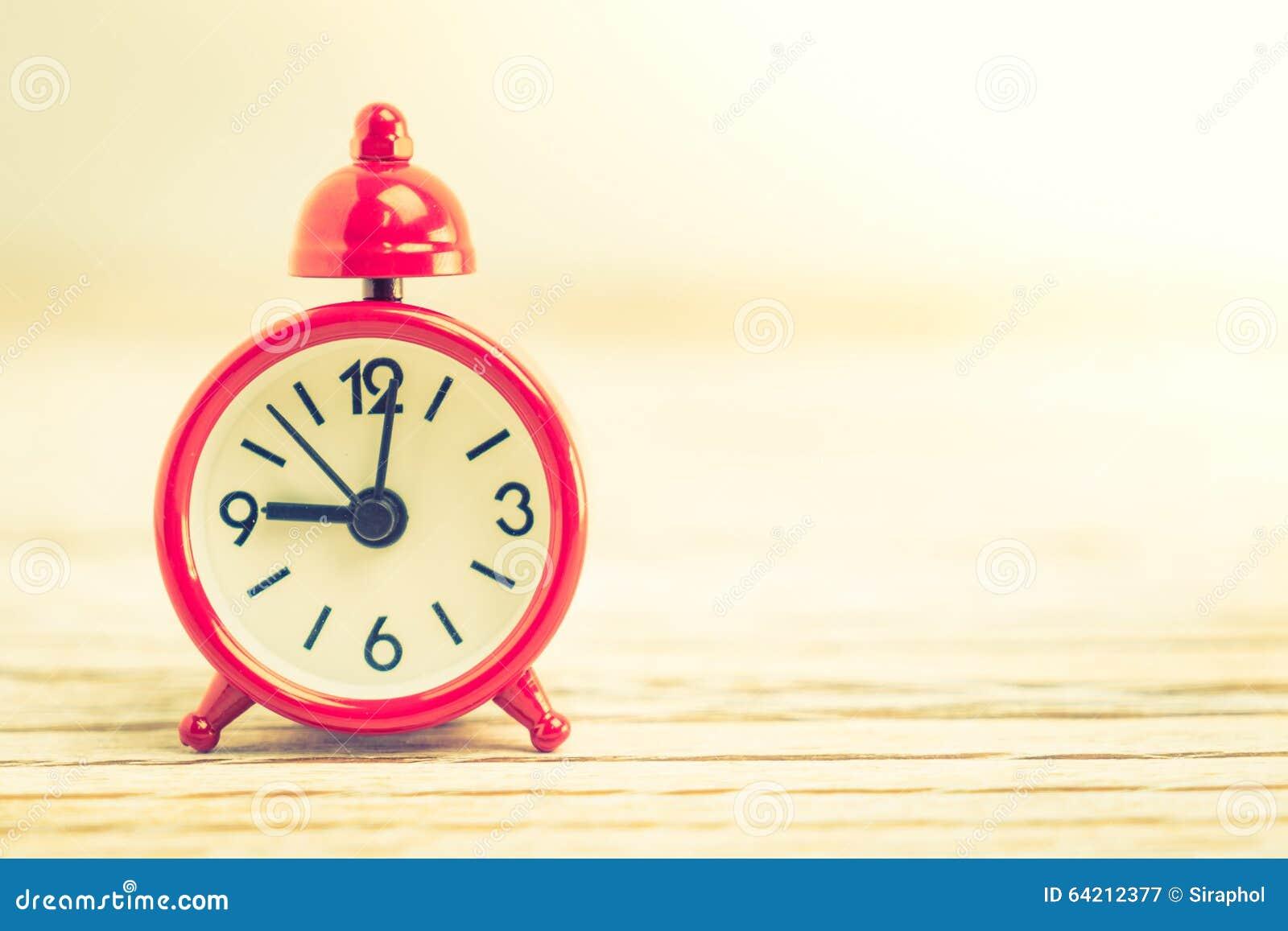 Reloj clásico rojo del vintage