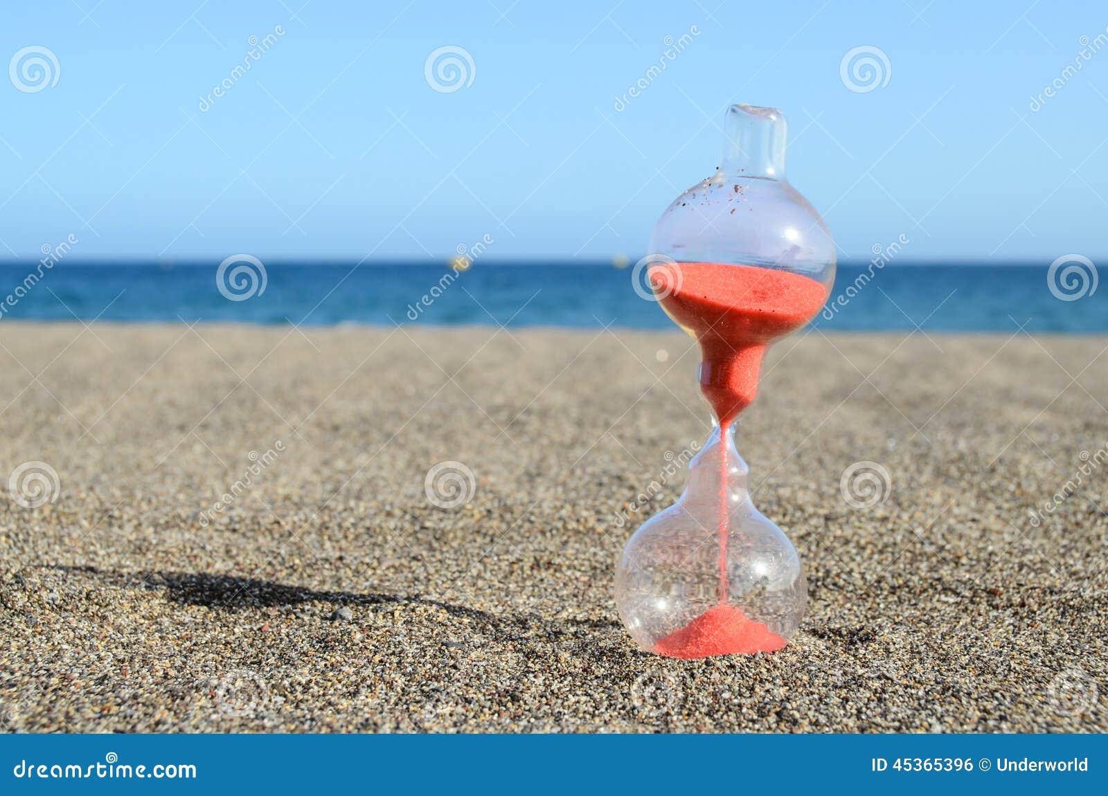 Reloj de arena en una playa foto de archivo imagen de for Arena de playa precio