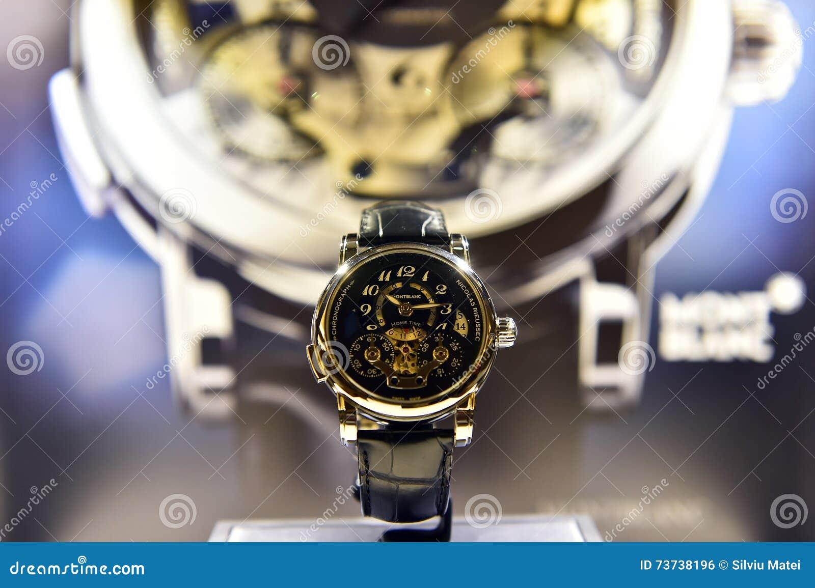 Reloj de Montblanc expuesto en una tienda de lujo