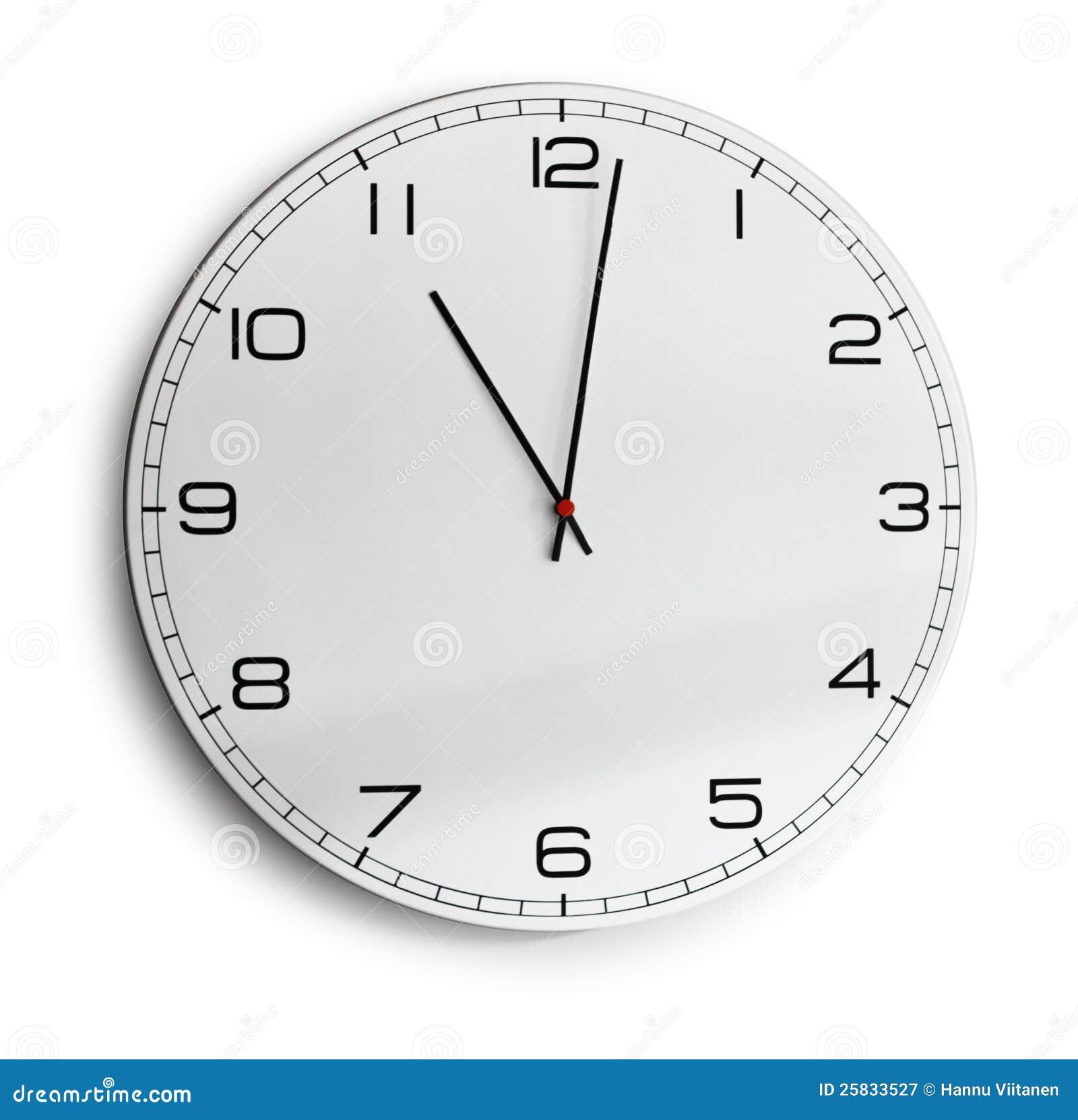 Reloj de pared moderno aislado en blanco fotograf a de - Relojes rusticos de pared ...
