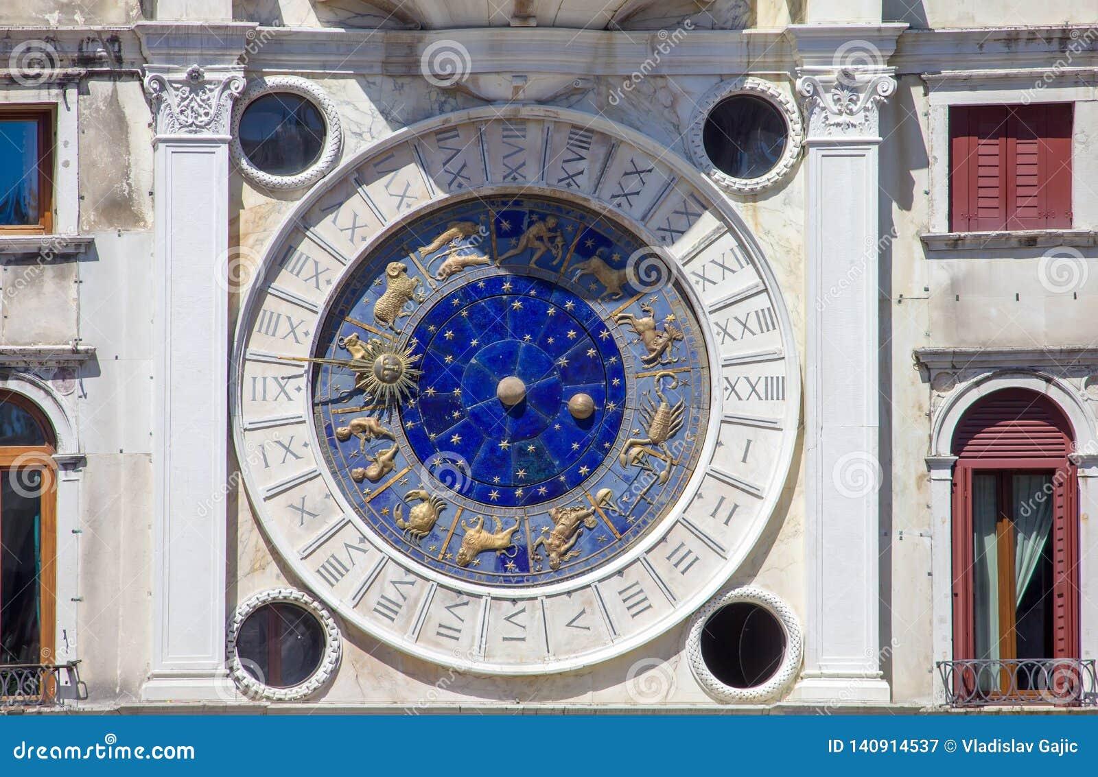 Reloj del zodiaco en Venecia, cuadrado de San Marco, Italia