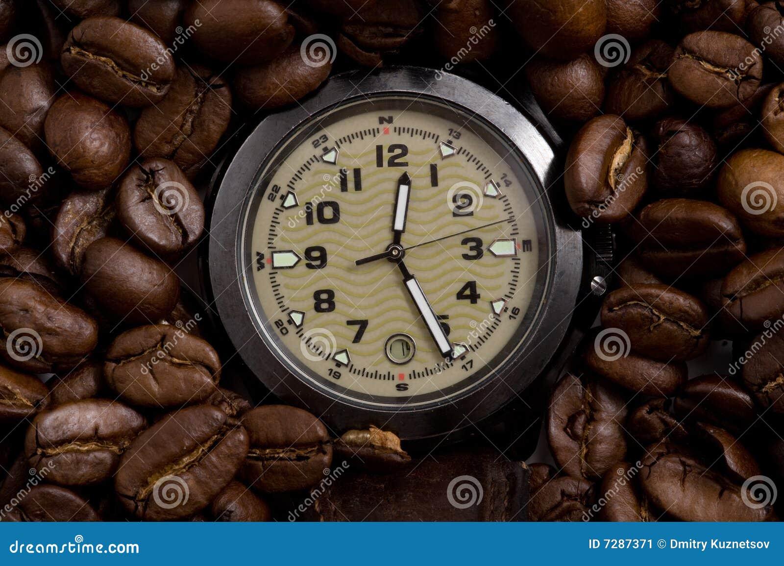 Reloj en los granos de café