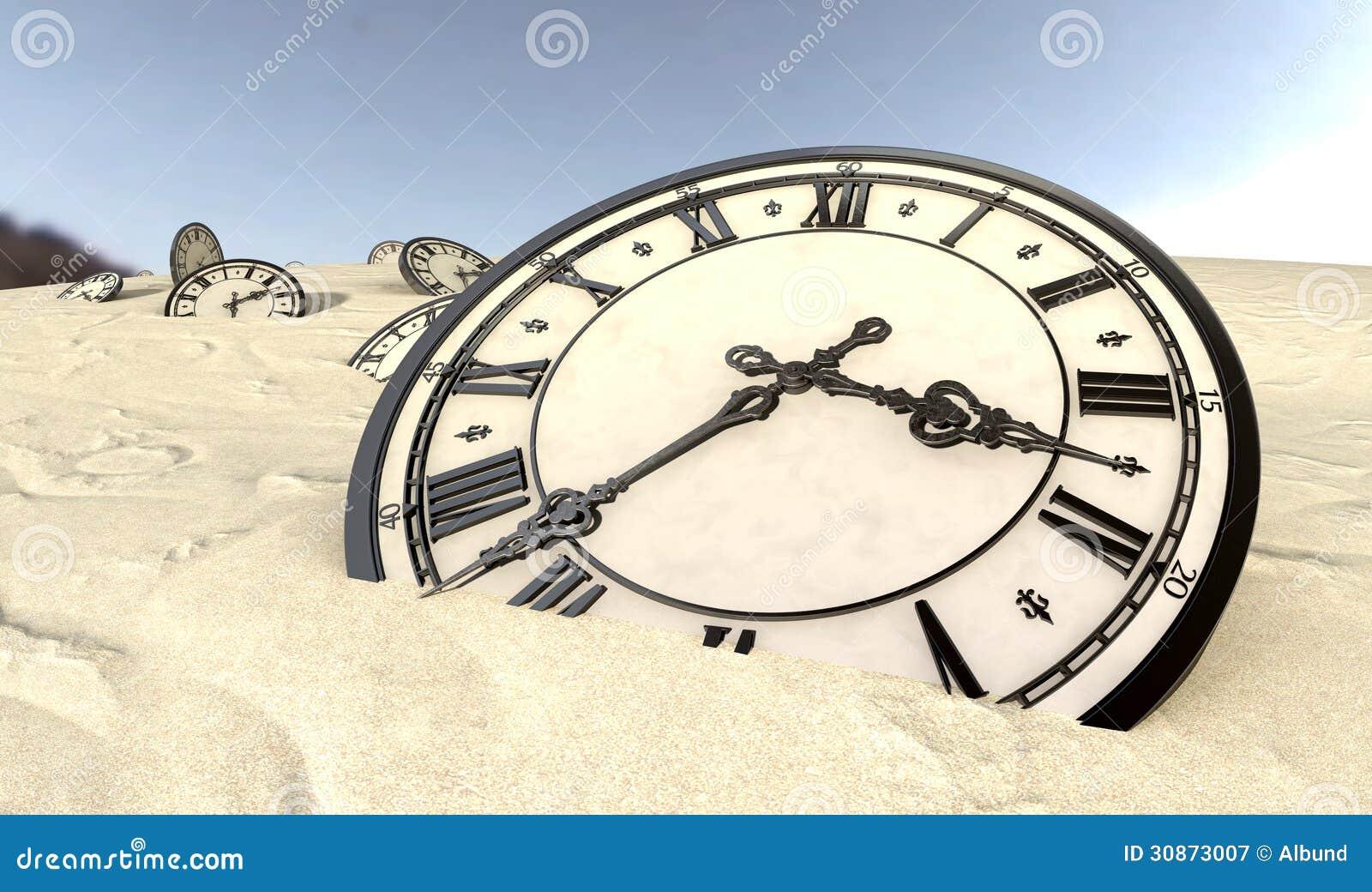 Relojes Antiguos En Primer De La Arena Del Desierto Imagen De