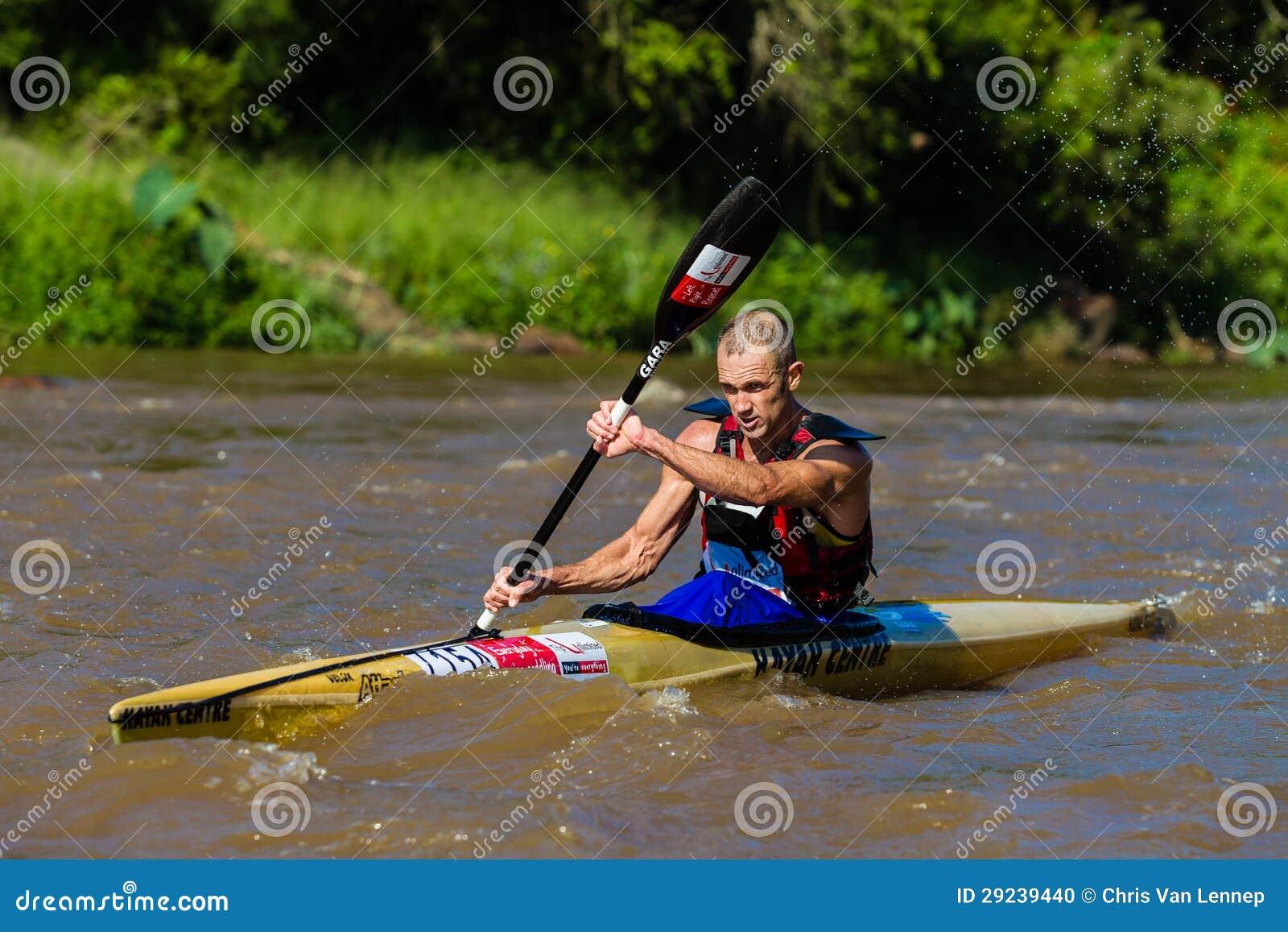 Download Remando a raça da canoa imagem editorial. Imagem de paddlers - 29239440