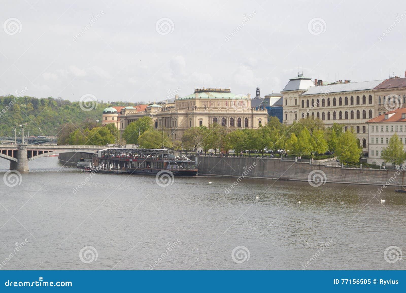 Remblai de rivière de Vltava