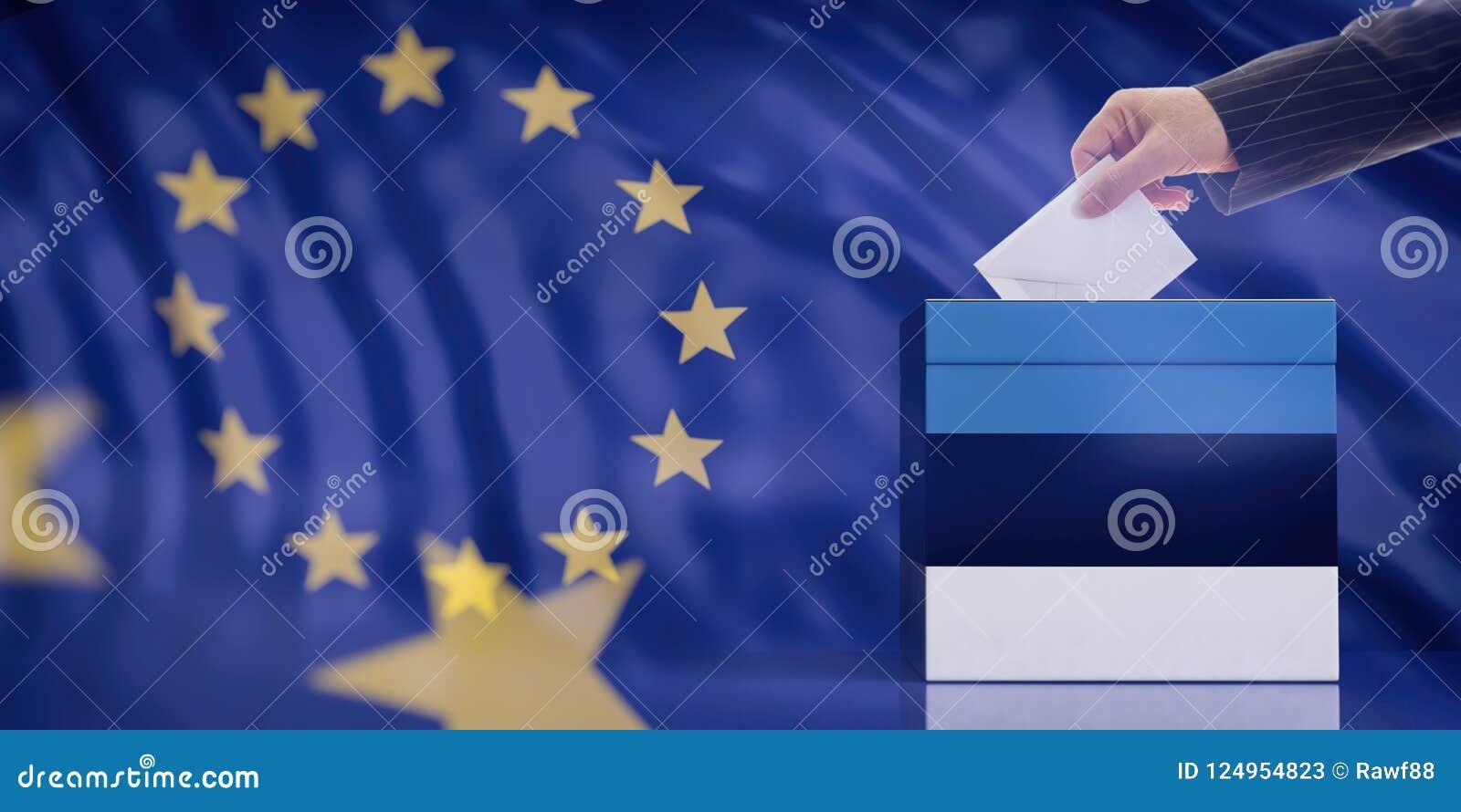 Remettez insérer une enveloppe dans une urne de drapeau de l Estonie sur le fond de drapeau d Union européenne illustration 3D