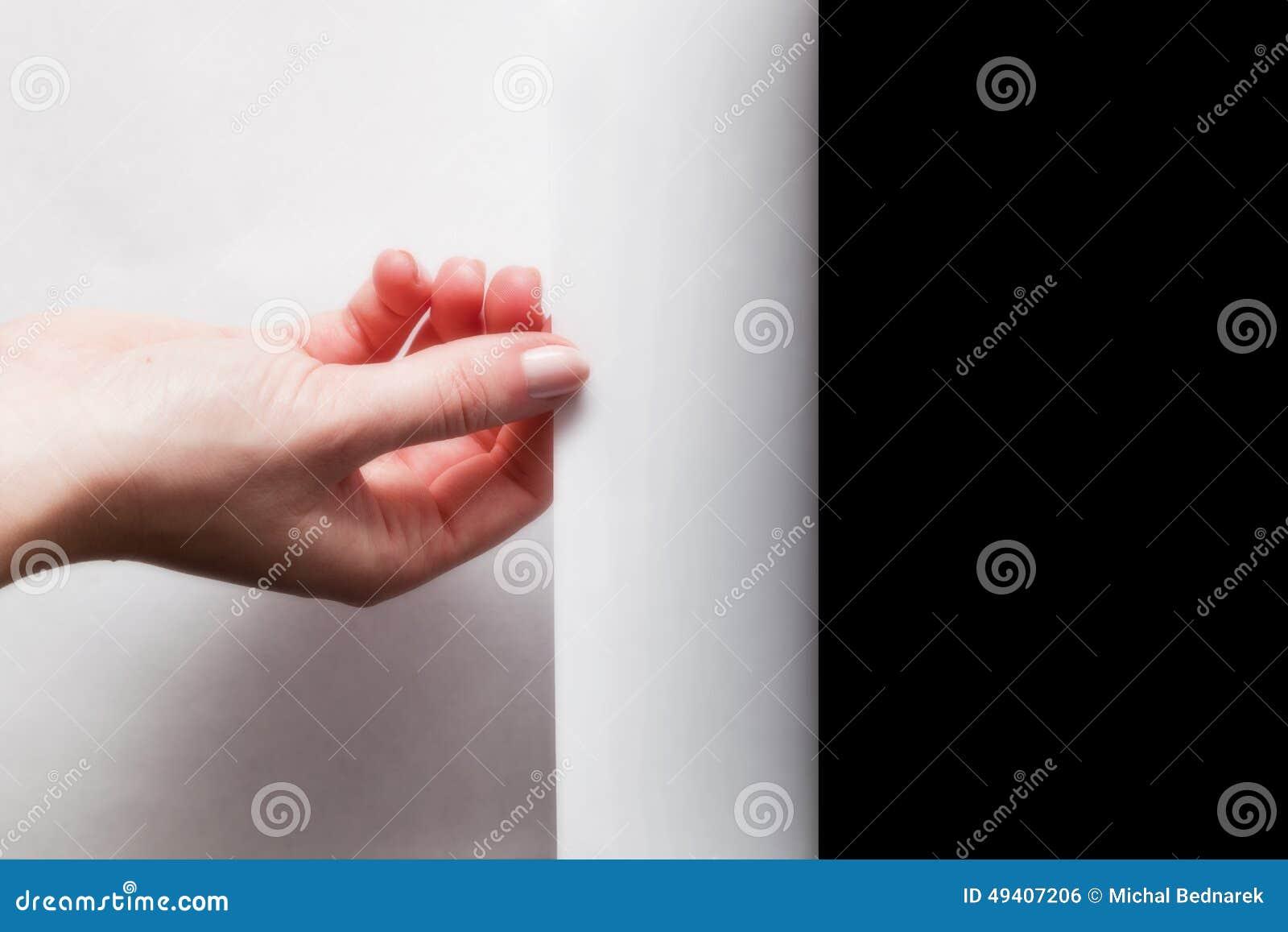 Remettez tirer le bord du papier pour découvrir, indiquez quelque chose