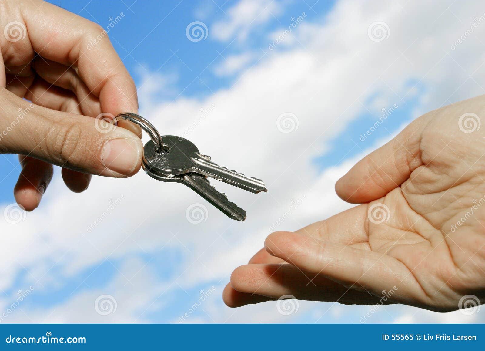 Download Remise des clés image stock. Image du agent, véhicule, maison - 55565