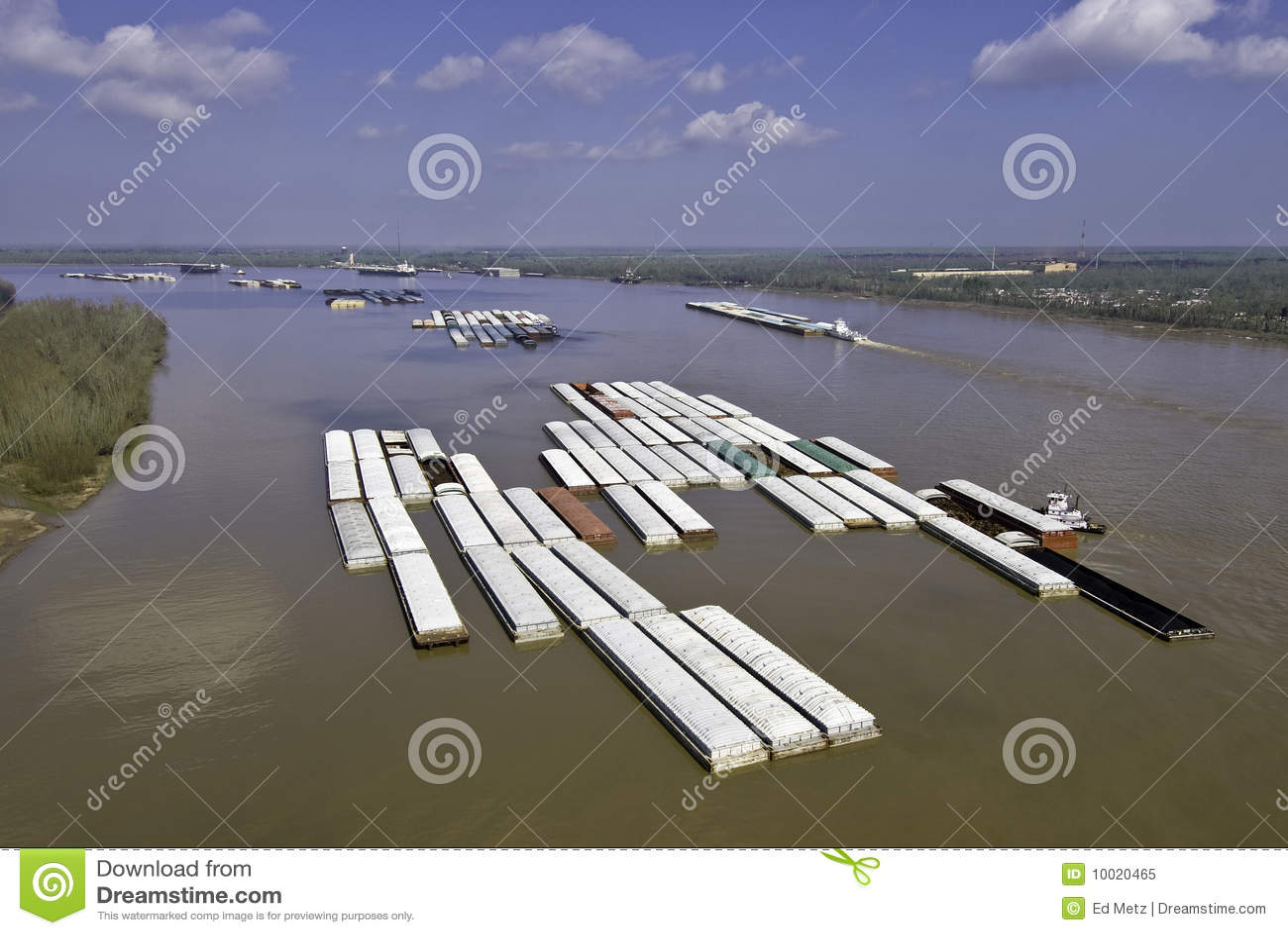 Remorquages de chaland sur le Fleuve Mississippi