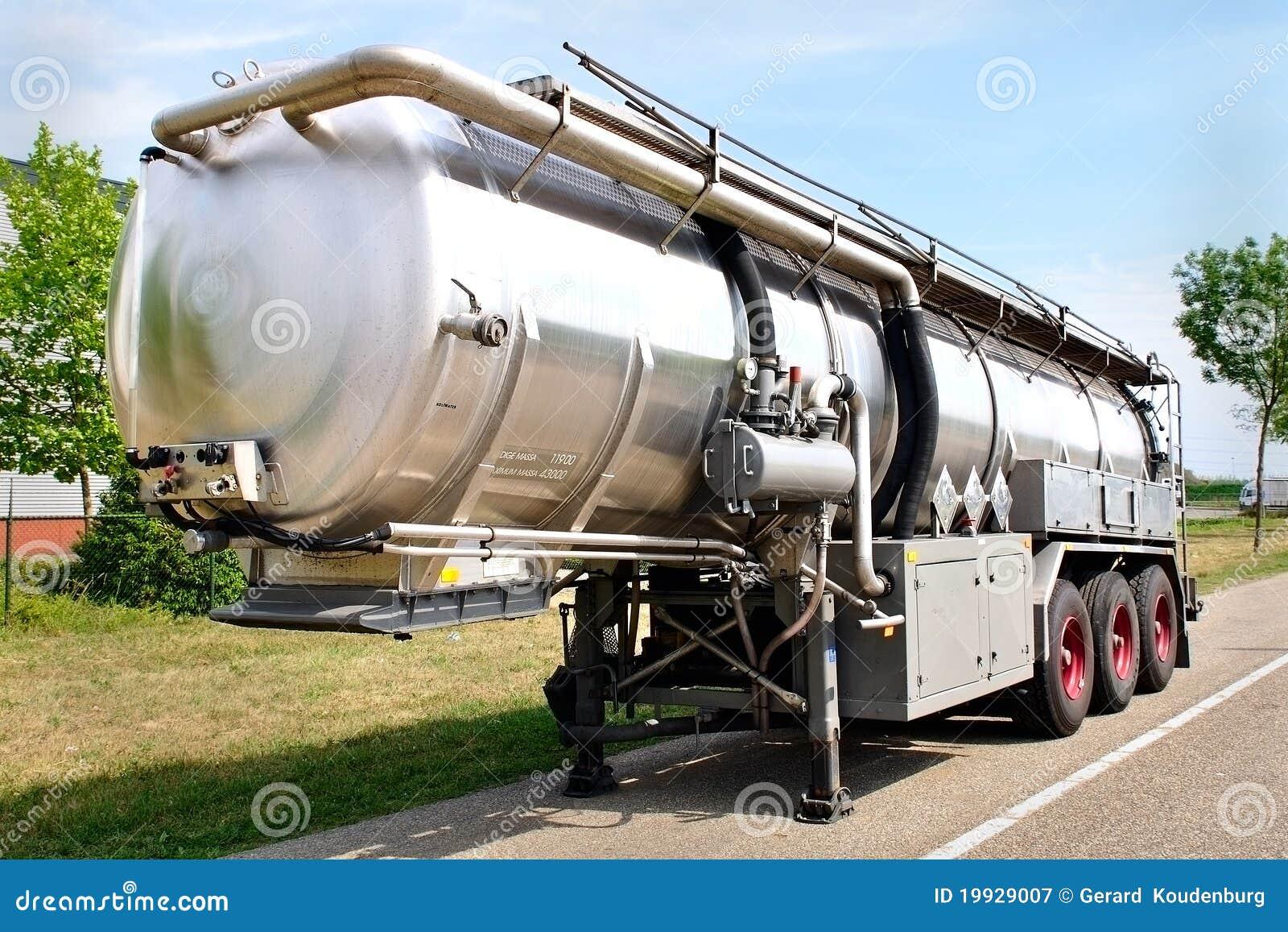 remorque de camion avec le conteneur d 39 essence image stock image du cargaison livrez 19929007. Black Bedroom Furniture Sets. Home Design Ideas