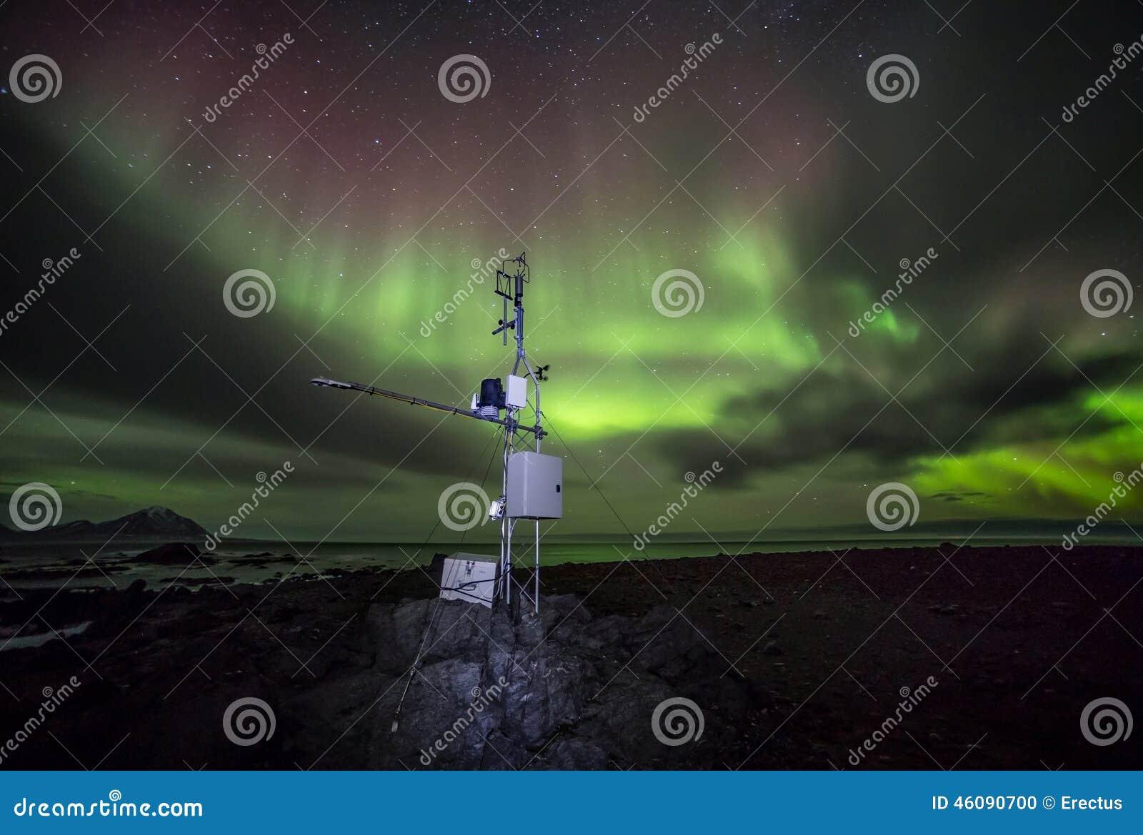 remote meteo station with northern lights arctic. Black Bedroom Furniture Sets. Home Design Ideas
