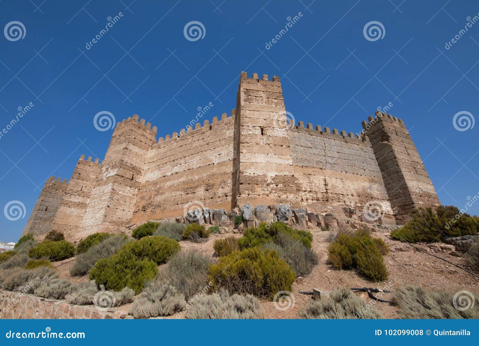 Rempart de château de Burgalimar en La Encina de Banos De