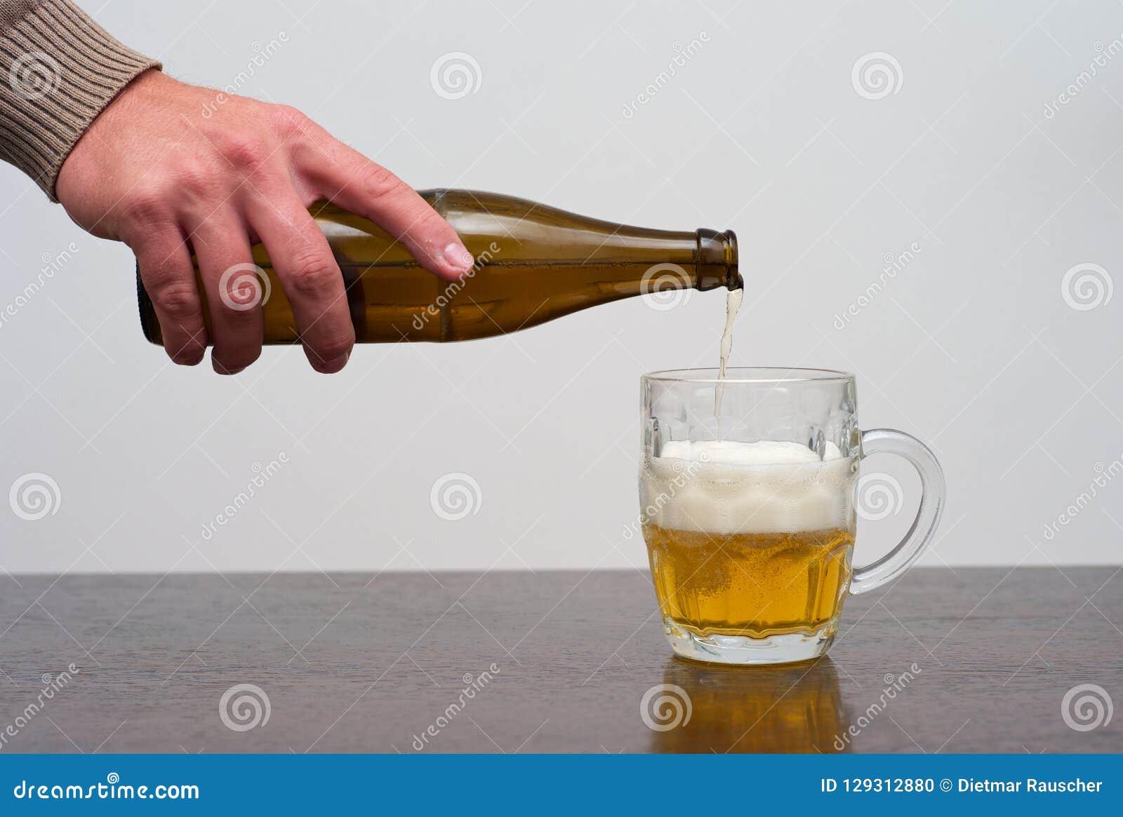 Remplir pinte de bière