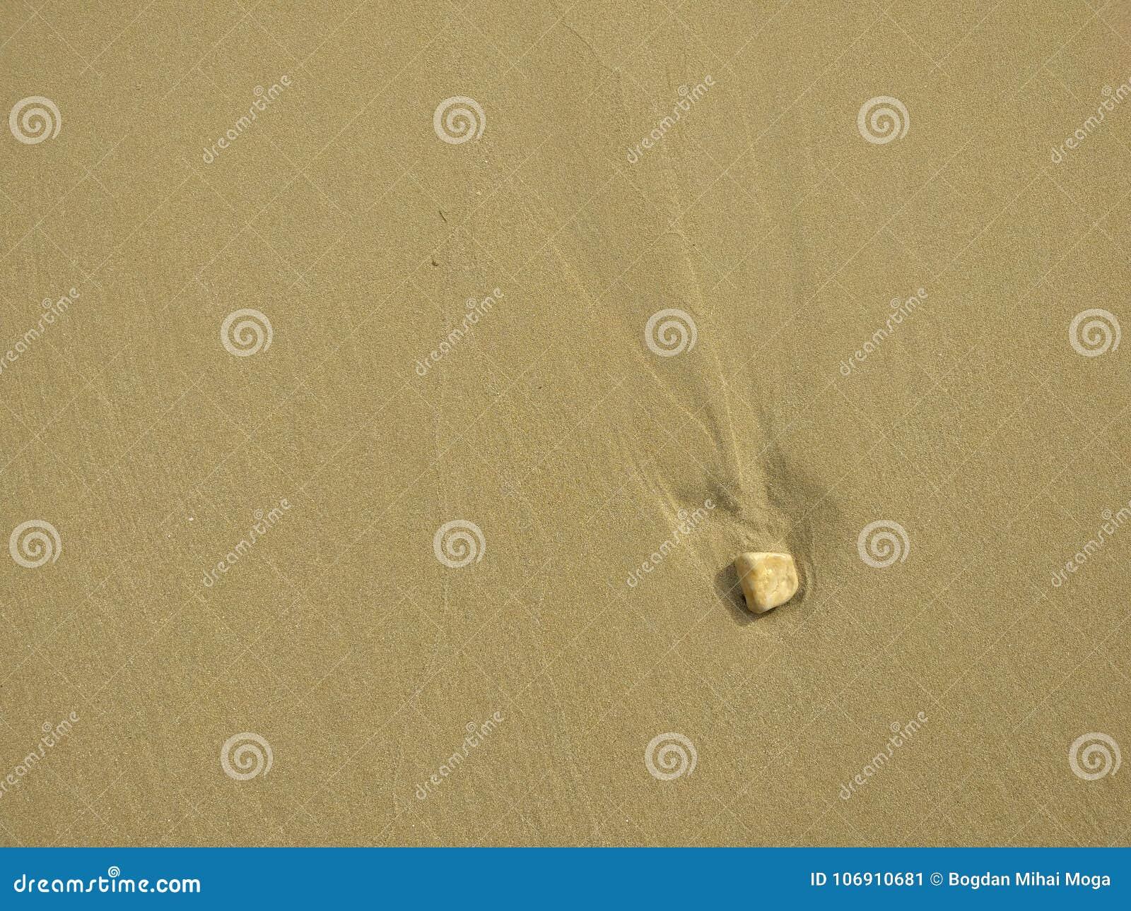 Ren strandsand på en solig vintermiddag