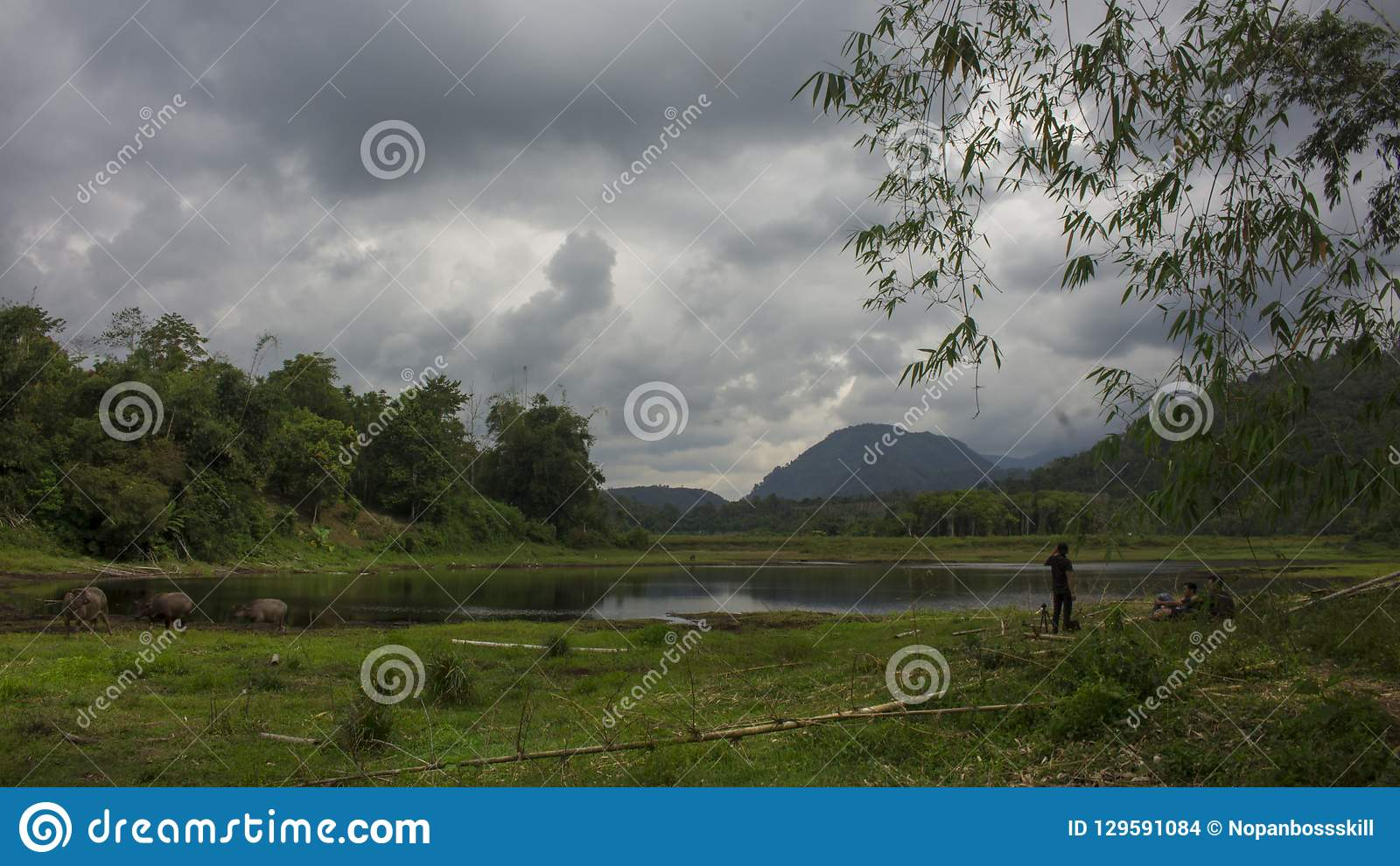 Renah政府大厦大草场湖在Lolo Gedang葛林芝火山