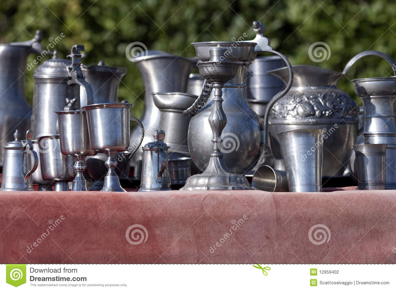 Italy: Renaissance silverware: Flasks, cups, pots, ampoules made of metal, silver or pewter. Were also war spoils.