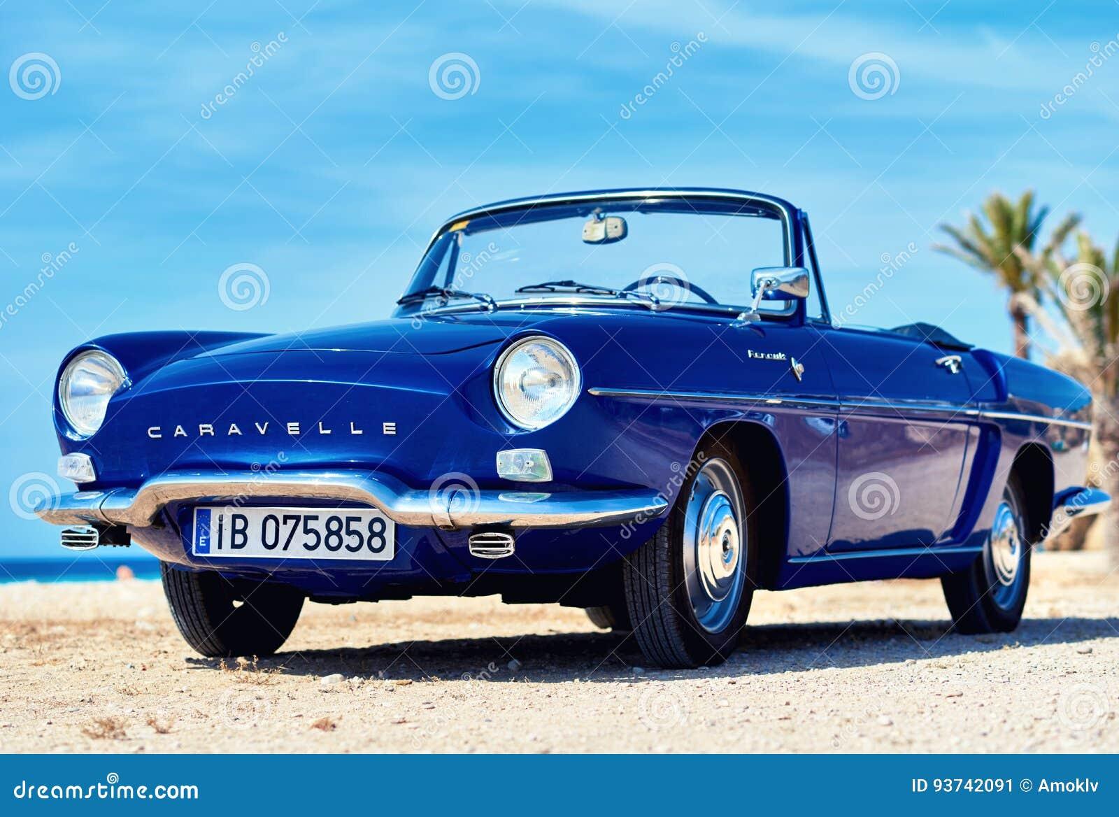 Renault Caravelle на пляже