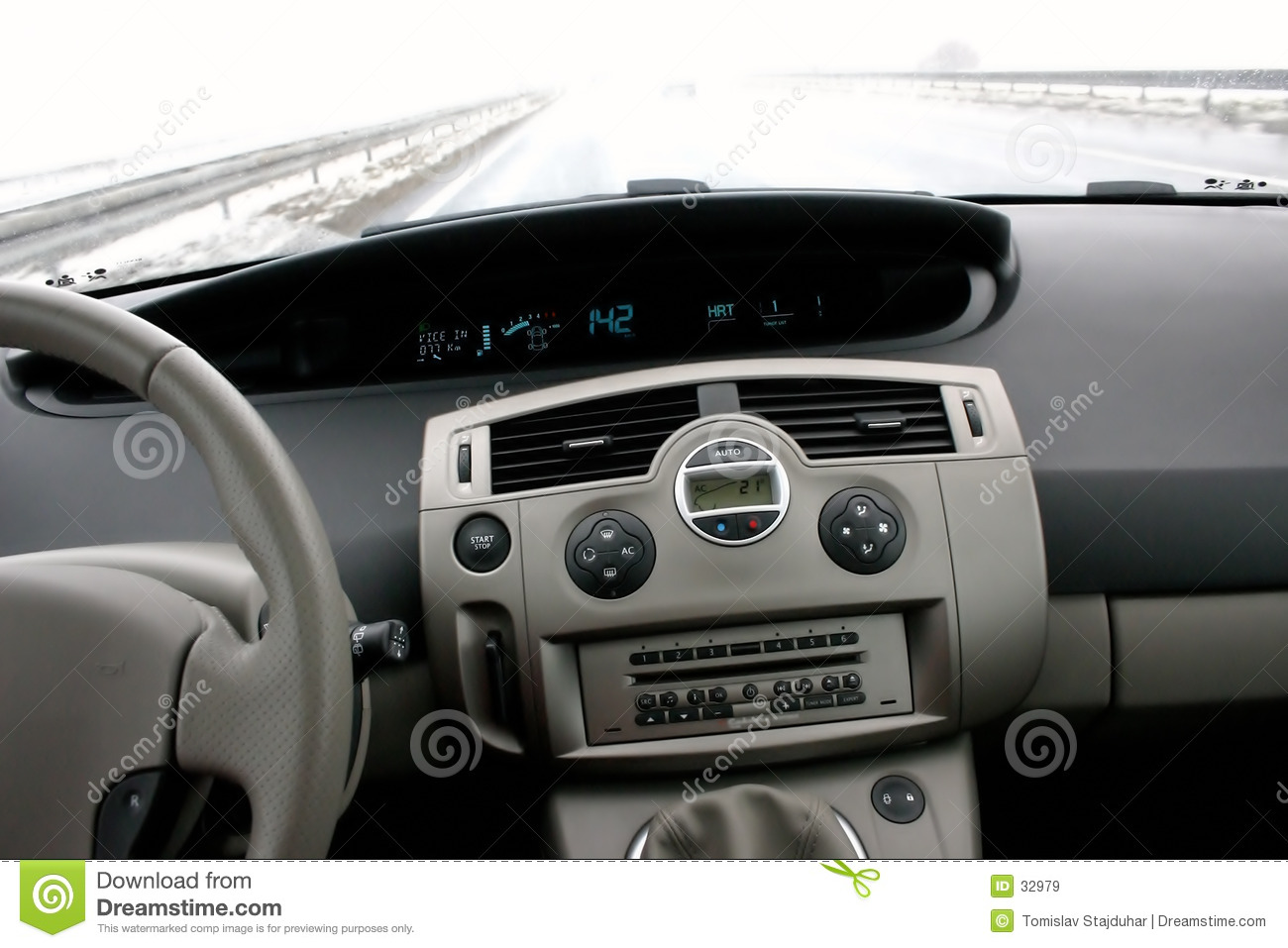 Renault scenic ii on highway royalty free stock images for Interieur voiture