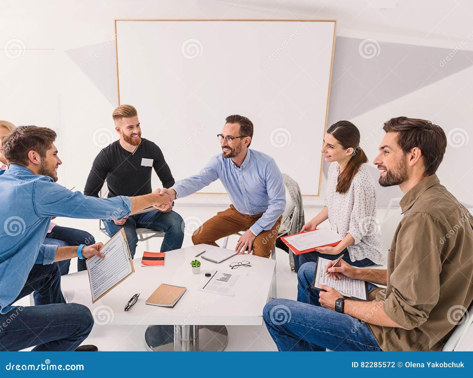 rencontrer de nouvelles personnes en anglais