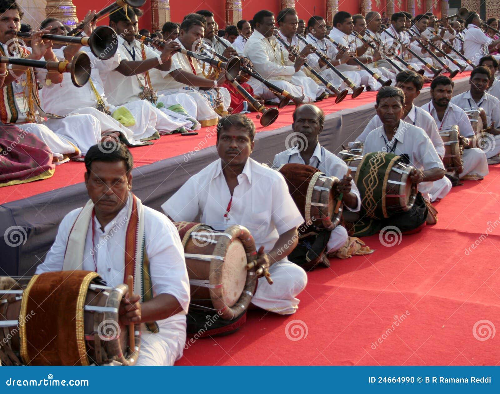 Rendement de groupe de la musique traditionnelle indienne