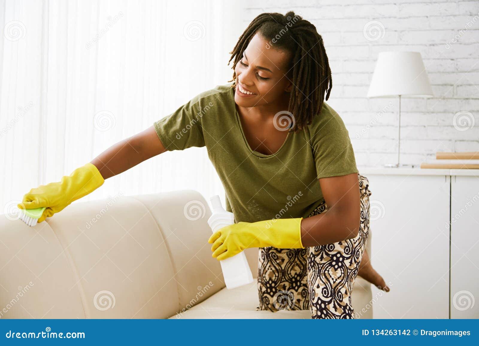Rengörande soffa för hemmafru