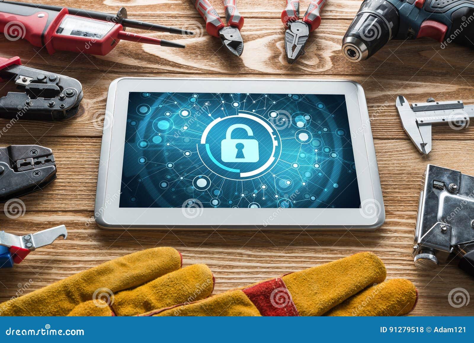 Rengöringsduksäkerhet och teknologibegrepp med minnestavlaPC på trätabellen