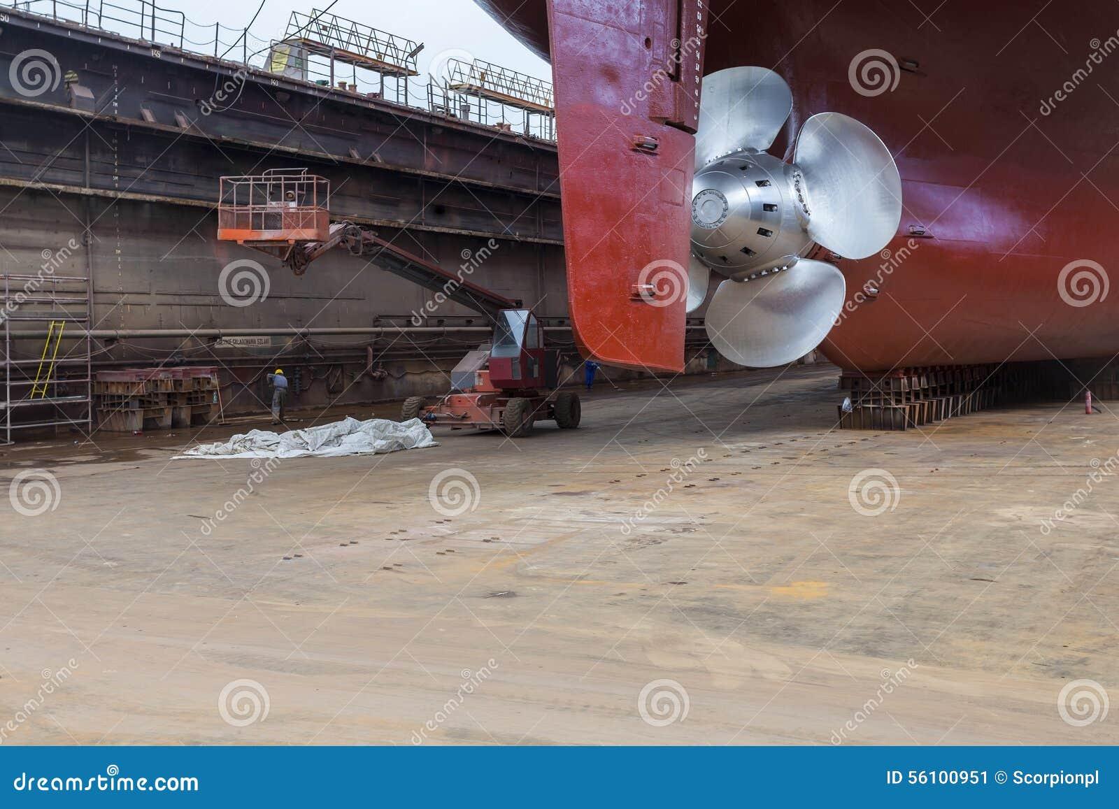 Renoverat skepp i torr skeppsdocka