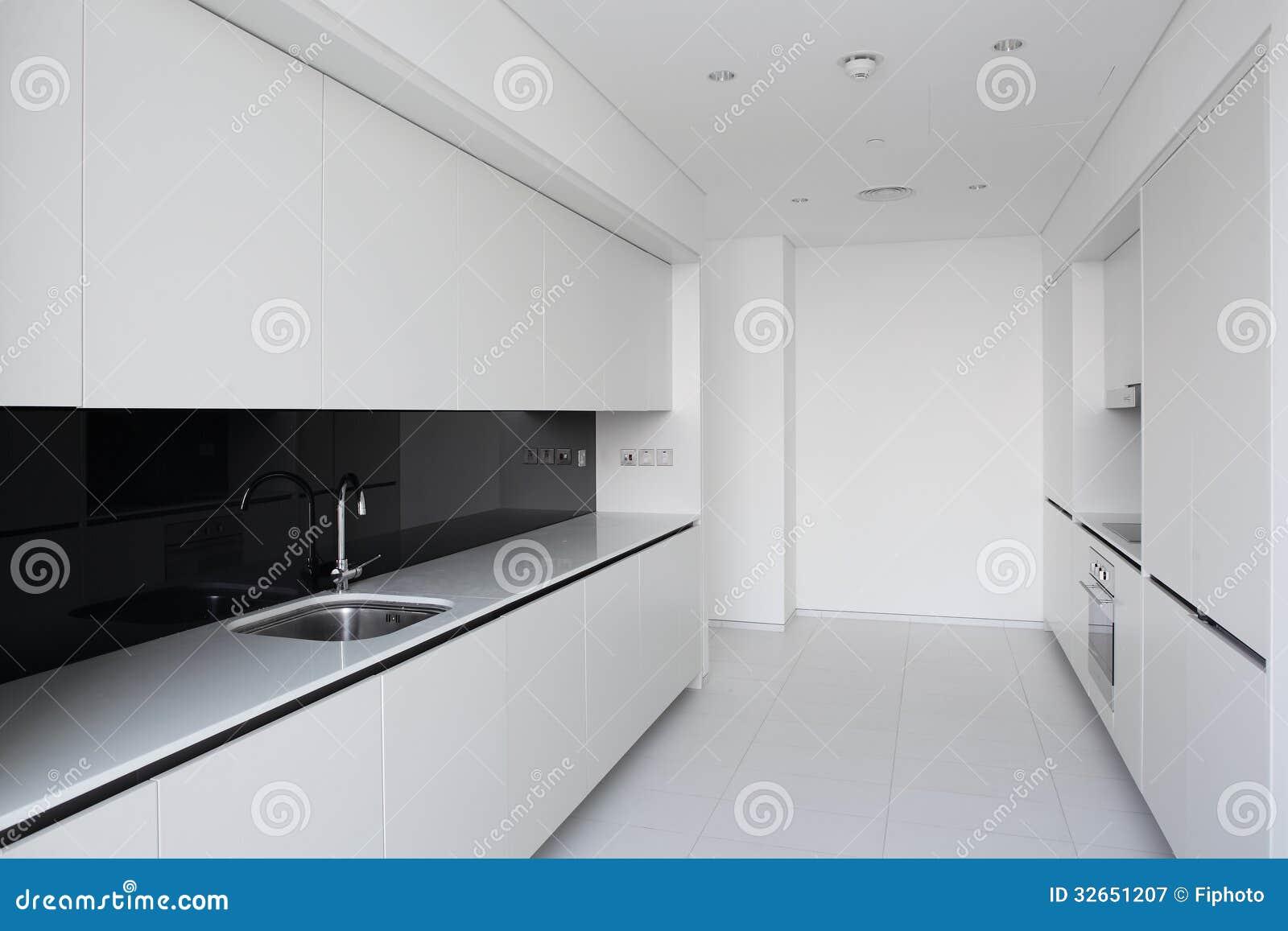 Rent vitt europeiskt kök