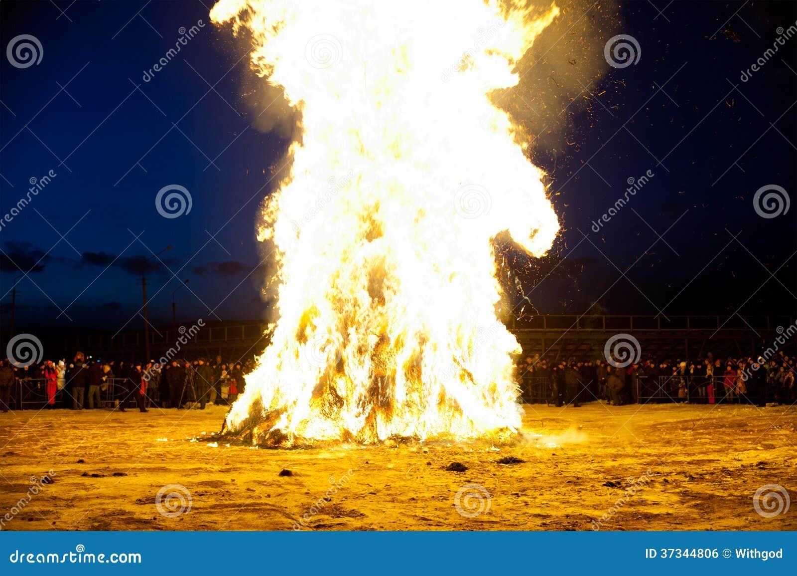 Rentvå brand för orientaliskt nytt år