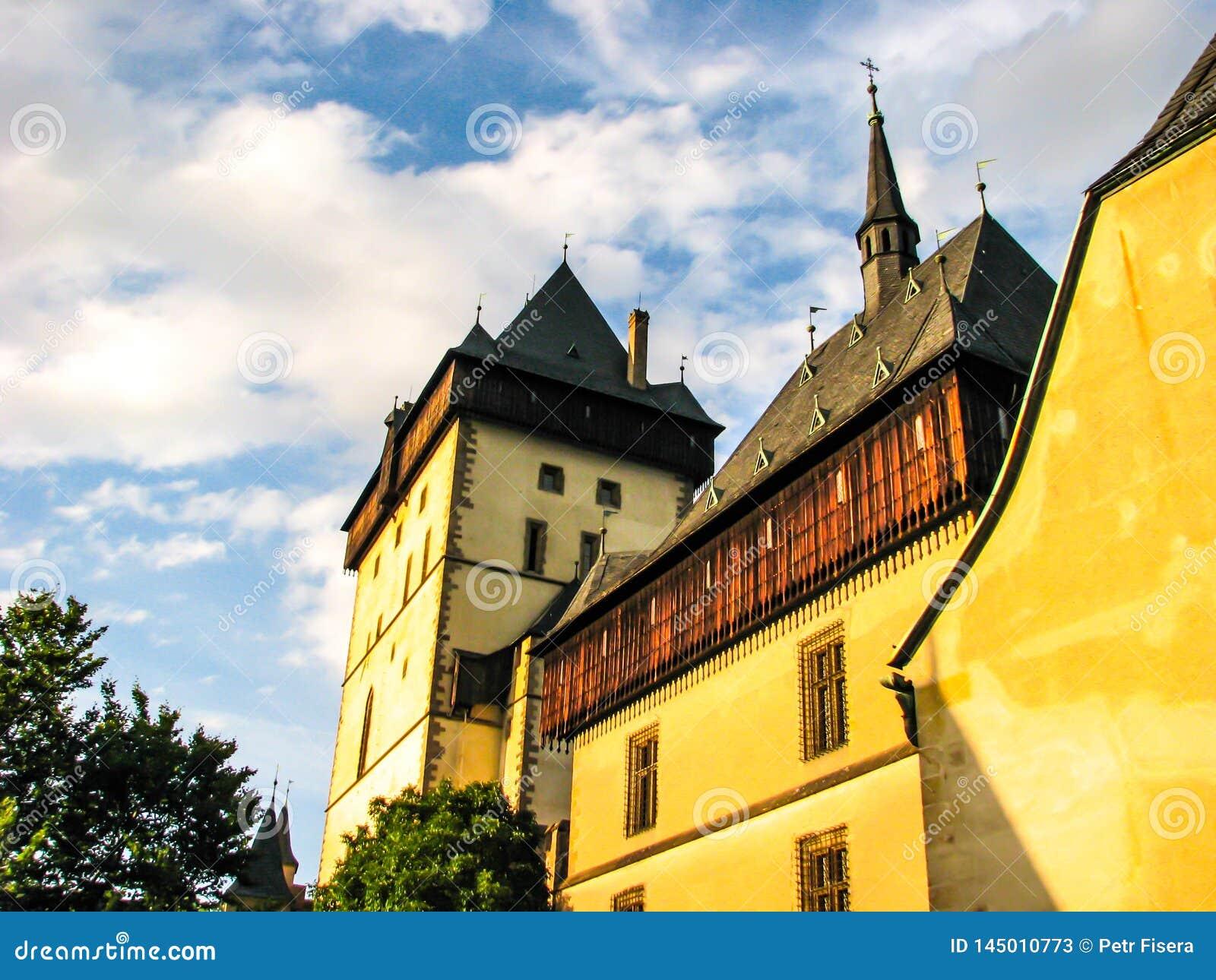 República Checa de Karlstejn - foto hermosa del castillo