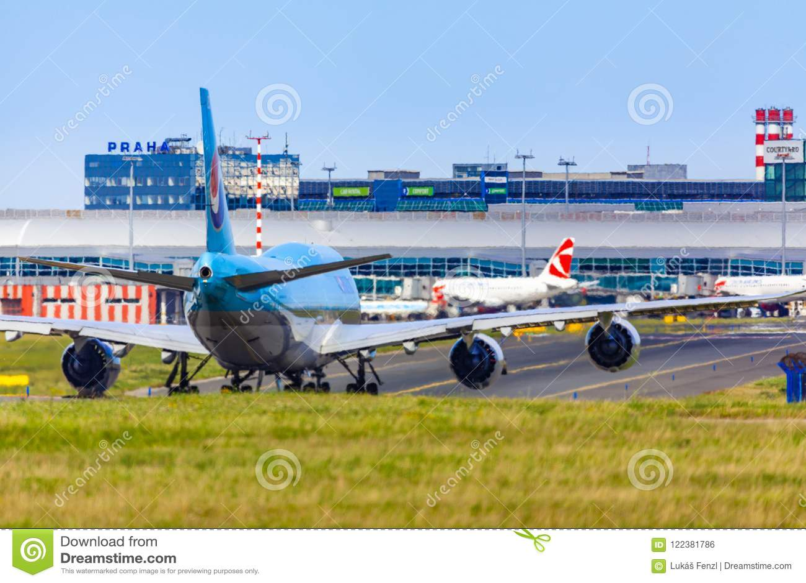 REPÚBLICA CHECA, Praga - 2018/07/07: Aterrizaje y llegadas en el VAC