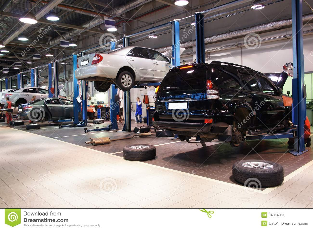 Repair garage stock image image 34354051 for Garage automobile qui fait credit