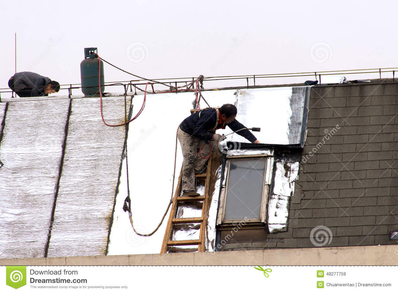 repair the roof of the workers before the new year